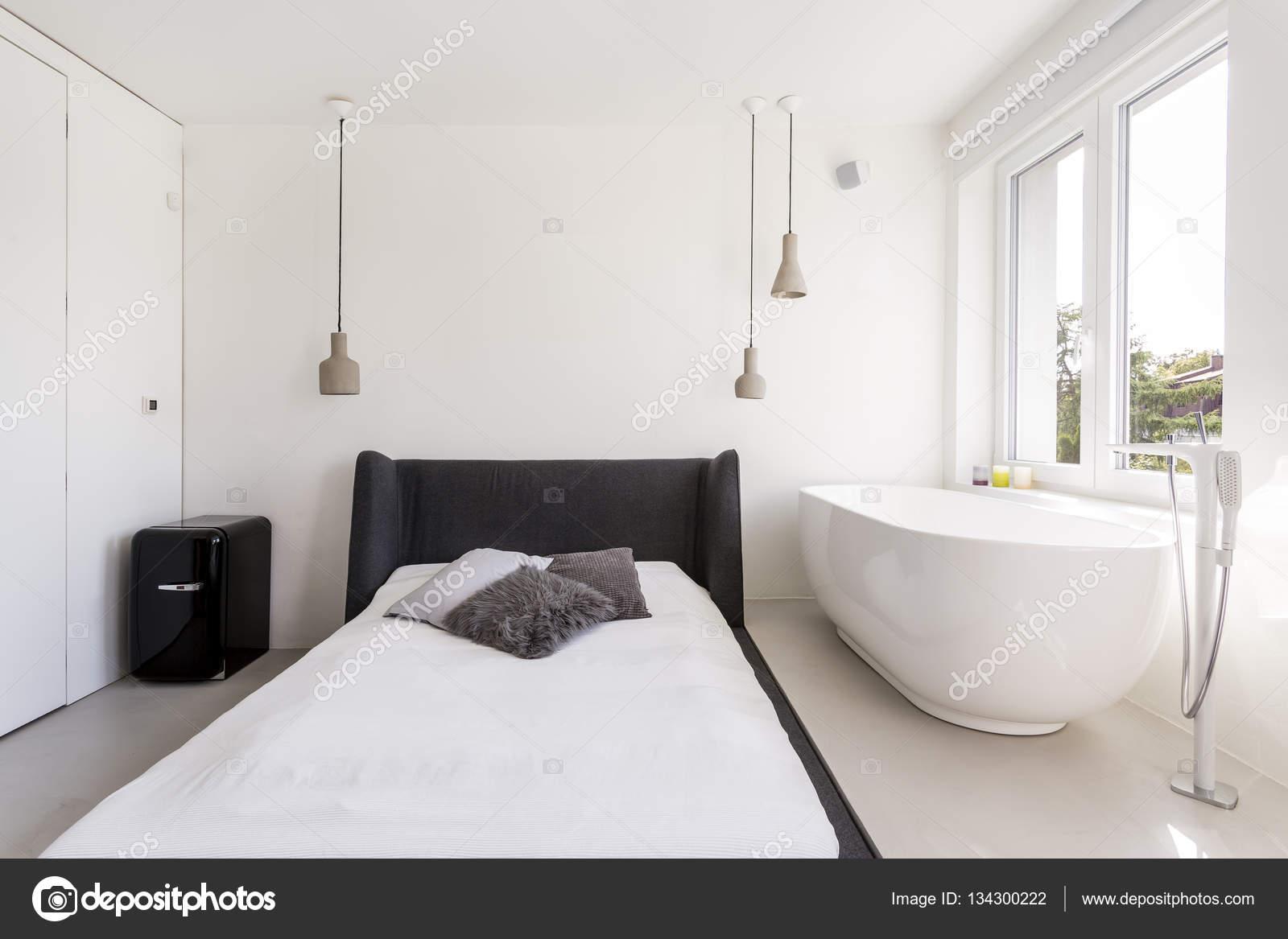 Vasca Da Bagno Kuvet : Misafir odası yatak ve küvet u stok foto photographee eu