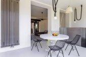 Moderní bokové obývací pokoj