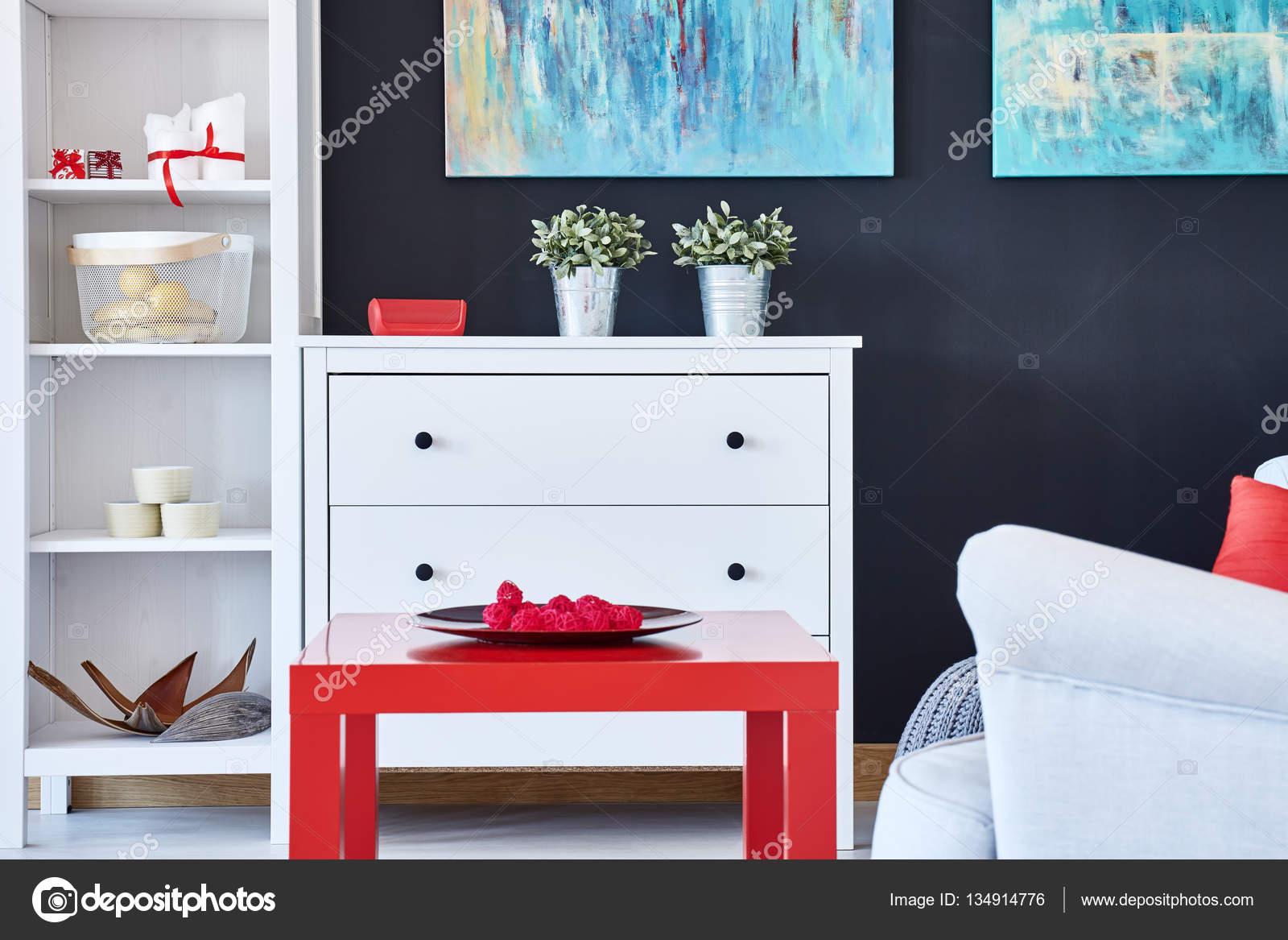 Woonkamer met rode accessoires — Stockfoto © photographee.eu #134914776