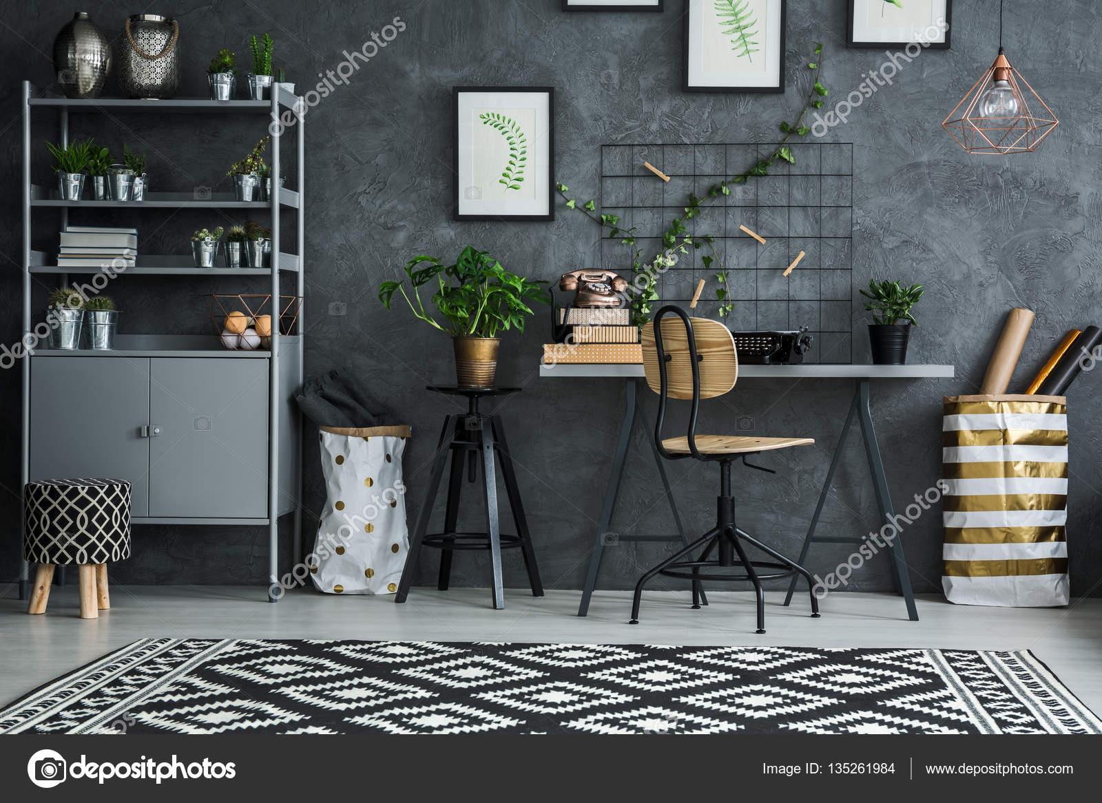 Kamer hoek bureau en stoel u2014 stockfoto © photographee.eu #135261984