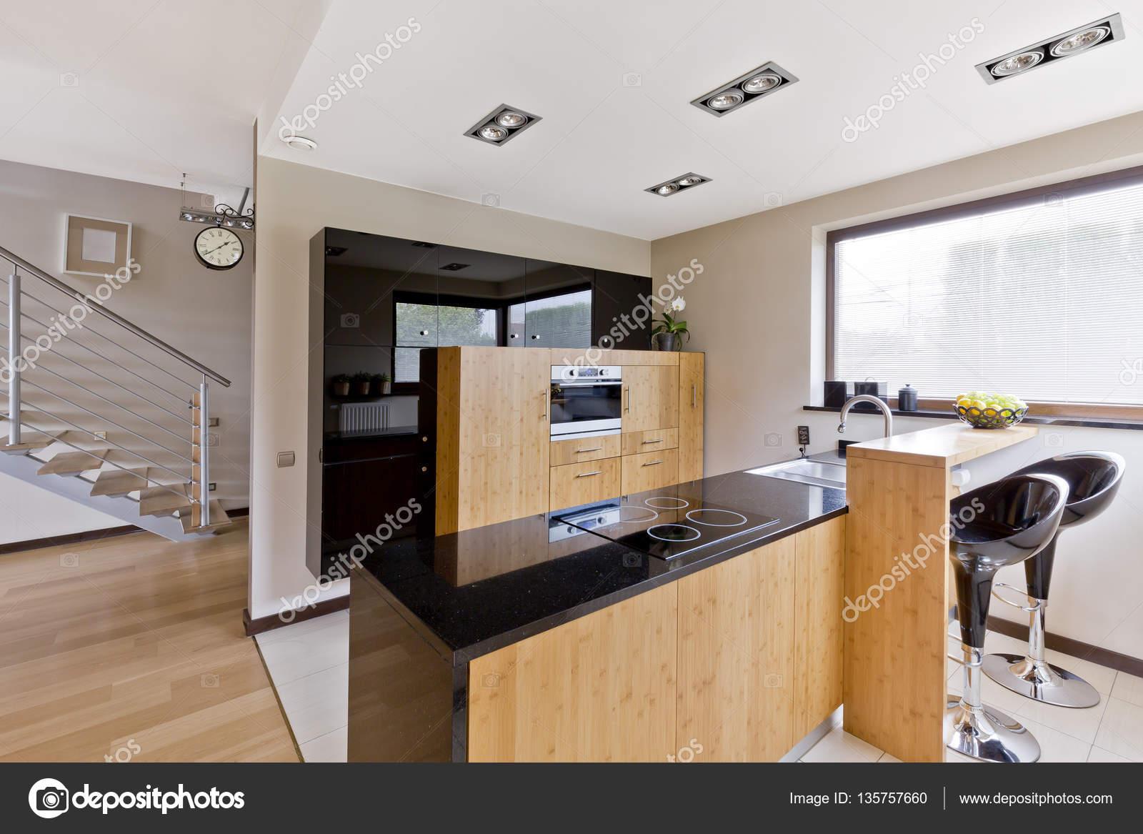 Cucina moderna con sgabelli da bar u2014 foto stock © photographee.eu
