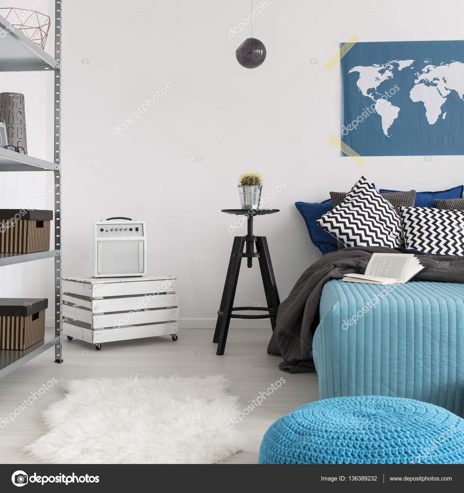 Dormitorio Con Muebles Minimalistas Foto De Stock Photographee  # Muebles Minimalistas