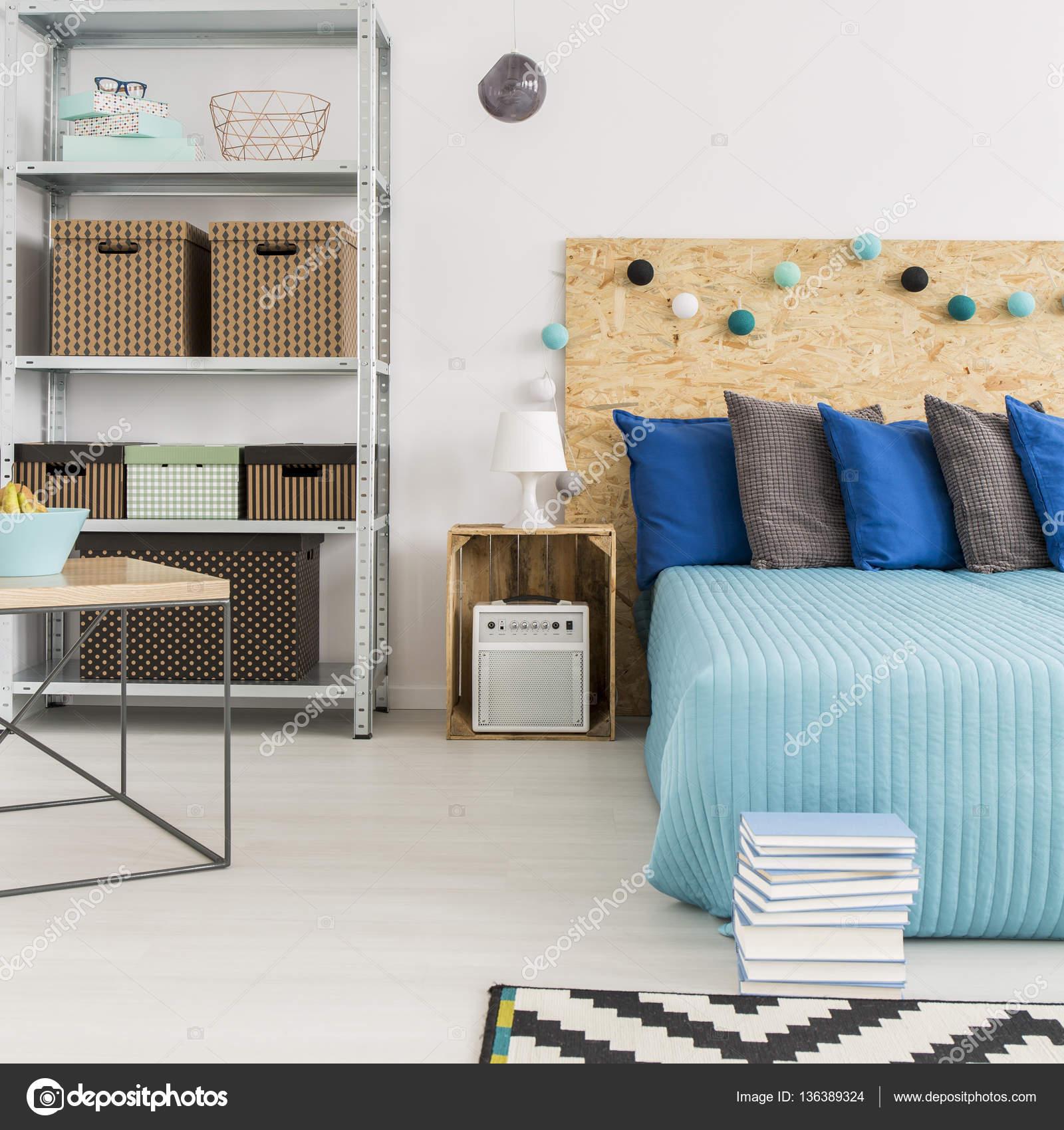 Gut Hipster Schlafzimmer Mit Diy Holzdetails, Muster Teppich Und Hellen Wänden  U2014 Foto Von Photographee.eu