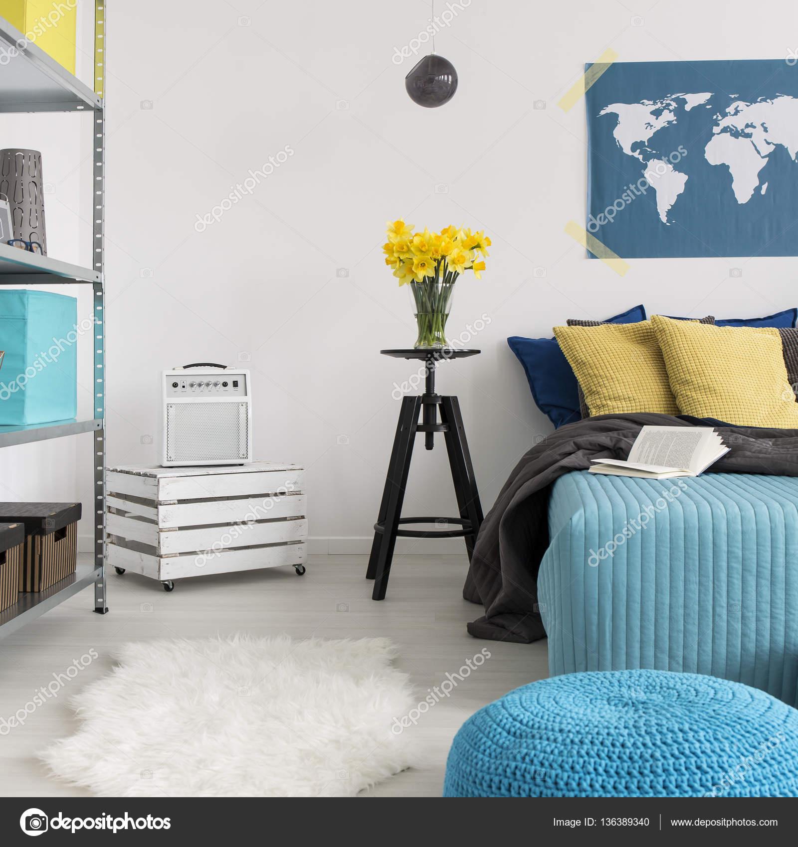 Sypialnia Z łóżkiem Poduszki Dekoracyjne Zdjęcie Stockowe