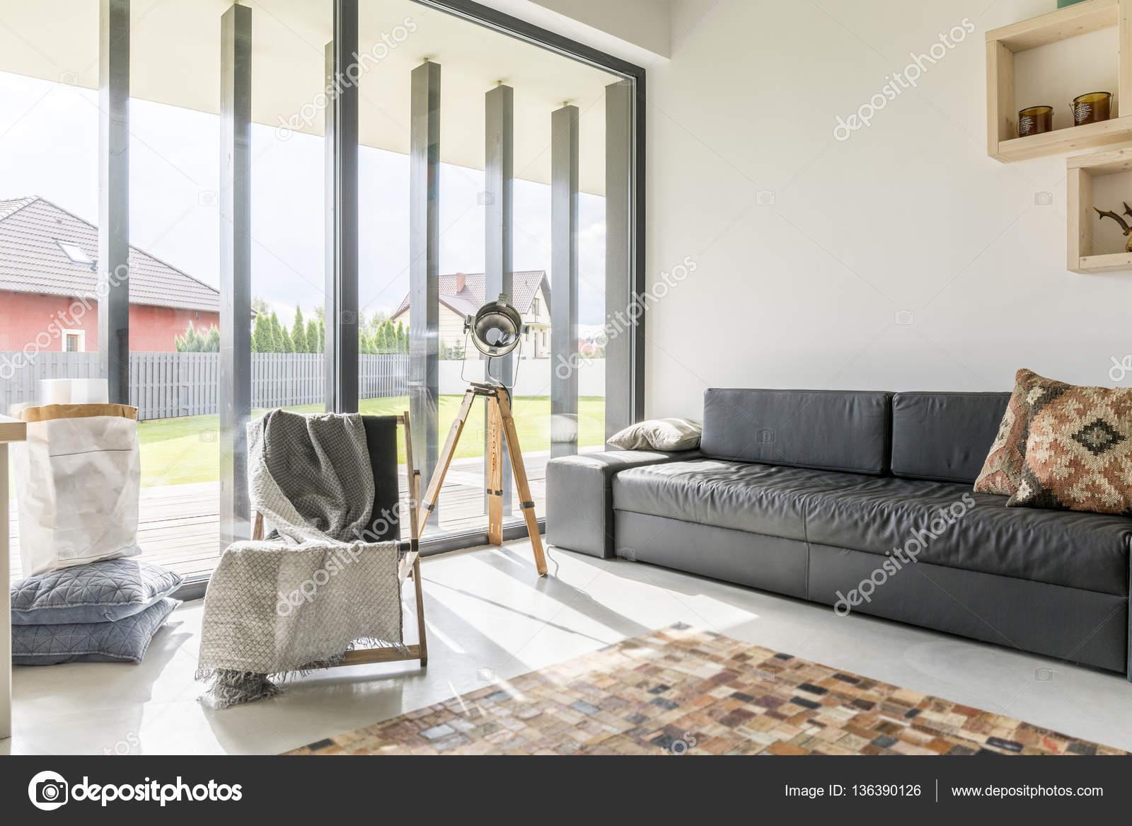 Wohnzimmer Mit Fensterfront Stockfoto Photographeeeu 136390126