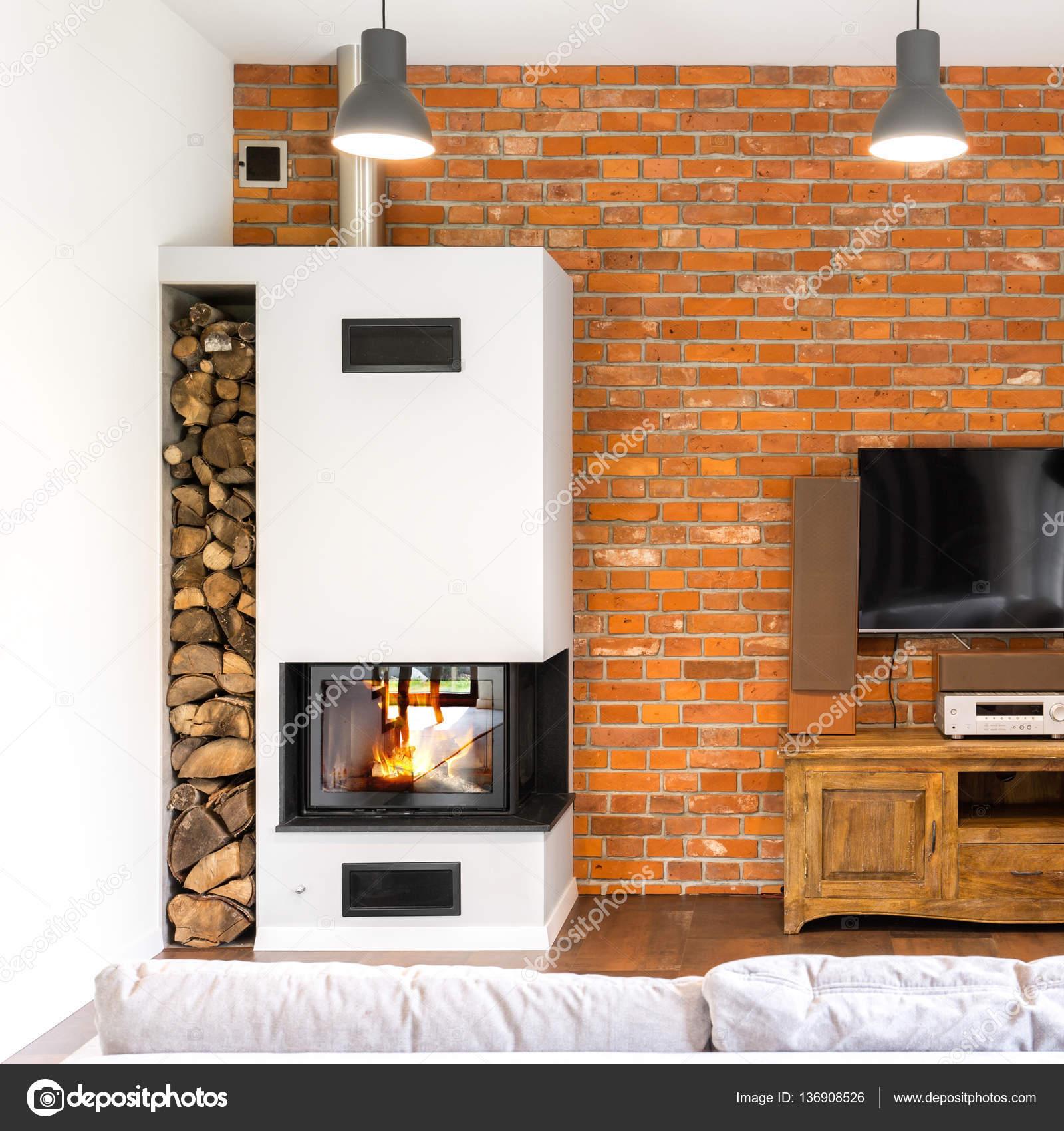sala de la pared de ladrillo con chimenea u2014 foto de stock