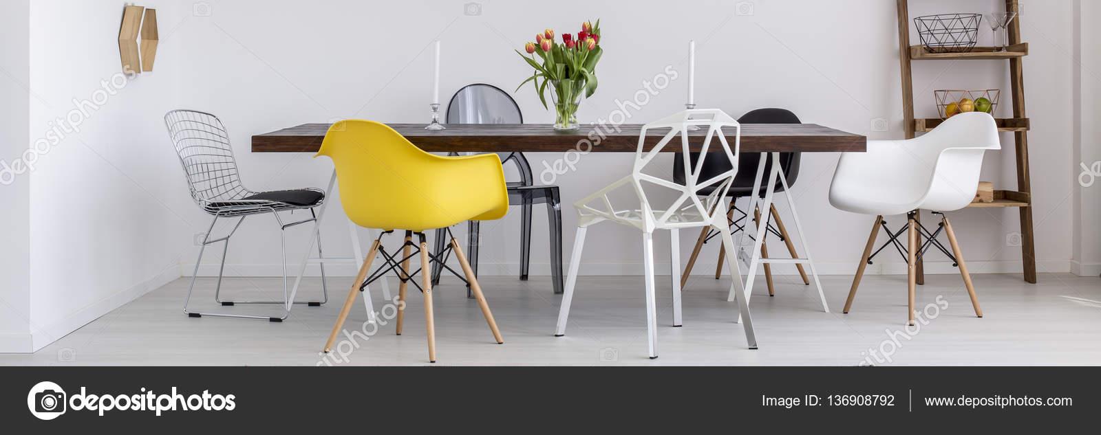 Mesa de madera y sillas modernas — Fotos de Stock © photographee.eu ...