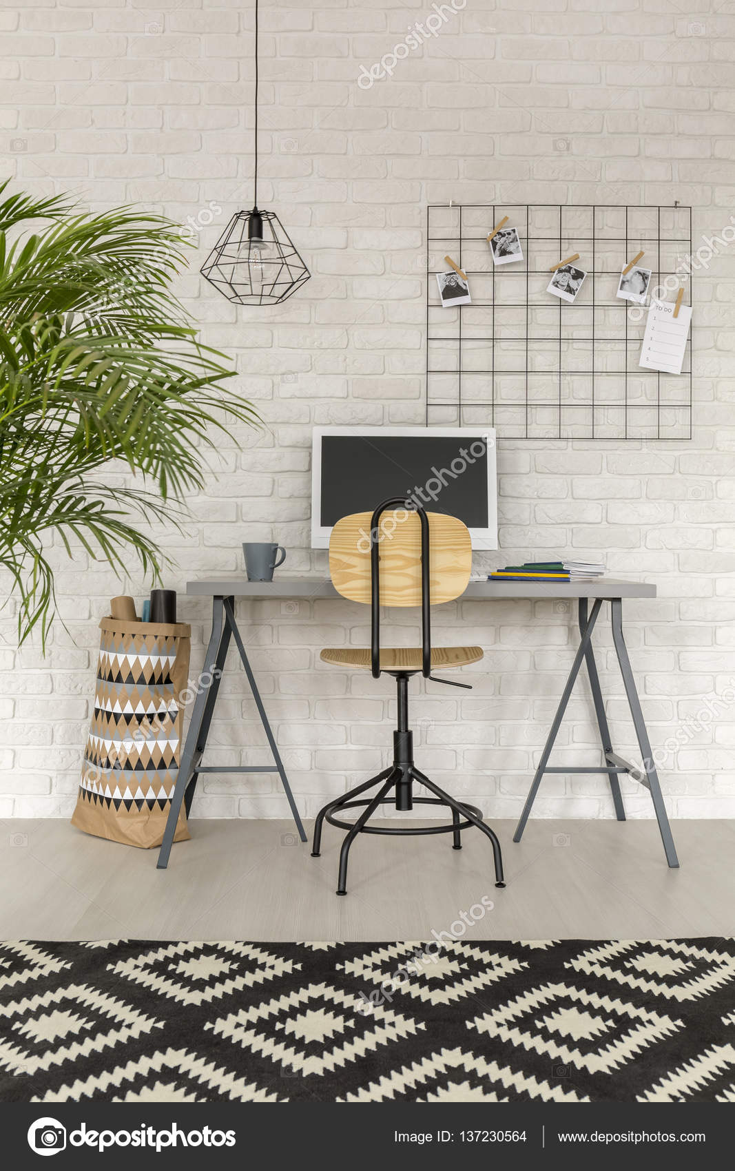 Home-Office in industriellem Stil — Stockfoto © photographee.eu ...