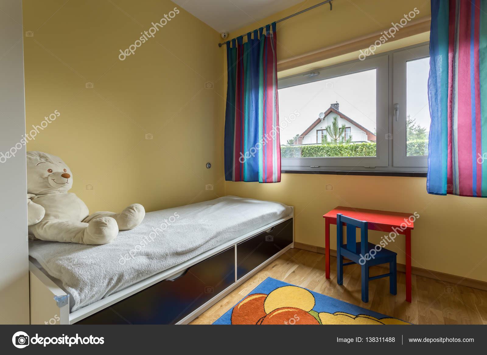 unisex peuter slaapkamer stockfoto