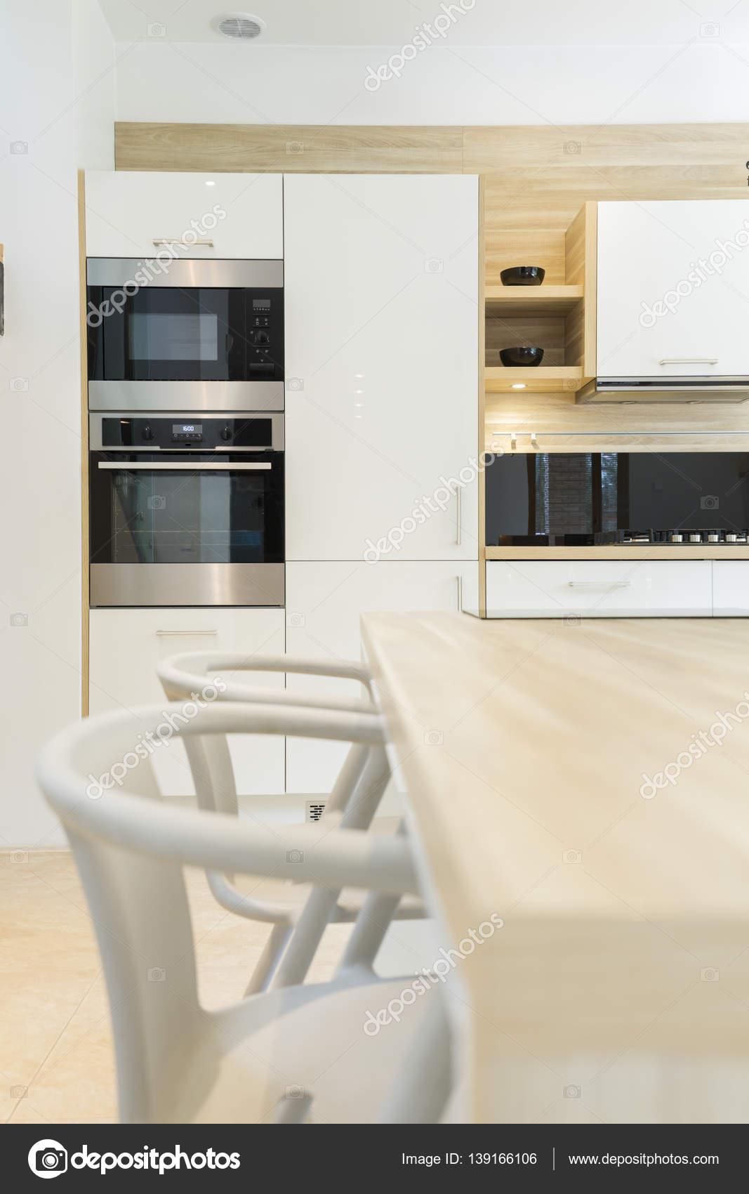 Cucina moderna con forno da incasso — Foto Stock © photographee.eu ...