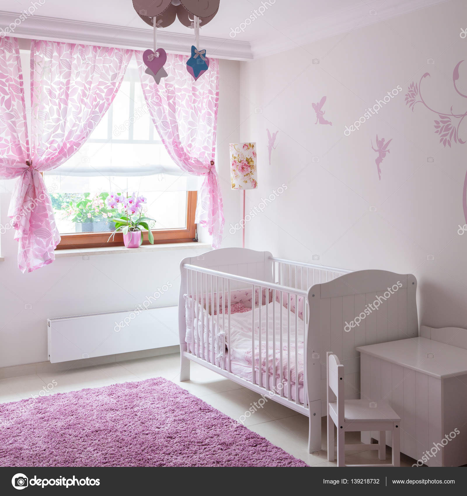 muebles de bebé en lindo interior — Foto de stock © photographee.eu ...