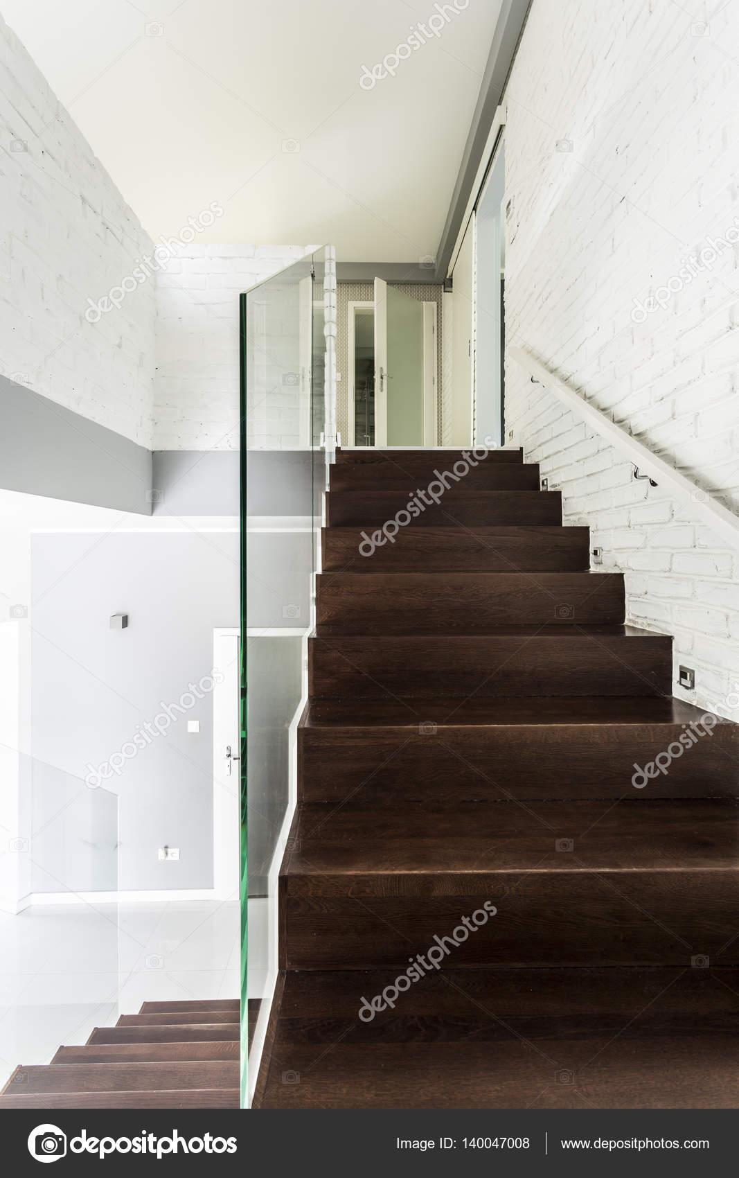 Escalier En Bois Fonce Avec Garde Corps Transparent
