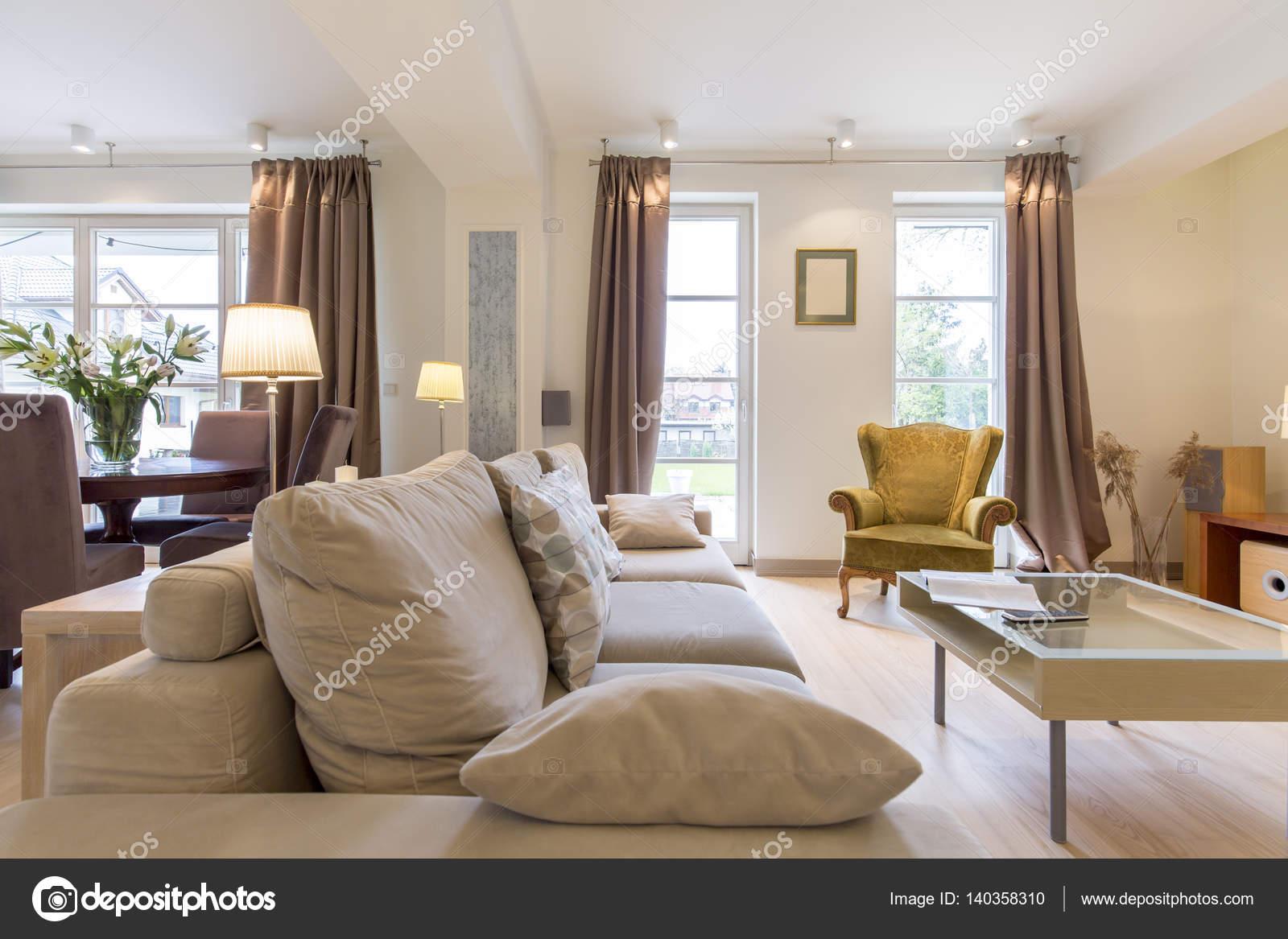 Comfortabele Luxe Fauteuil.Luxe Interieur Met Comfortabele Bank Stockfoto C Photographee Eu