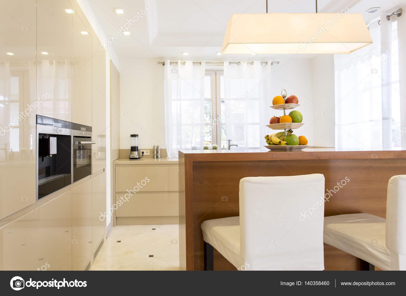Cucina minimalista con armadi a muro — Foto Stock © photographee.eu ...