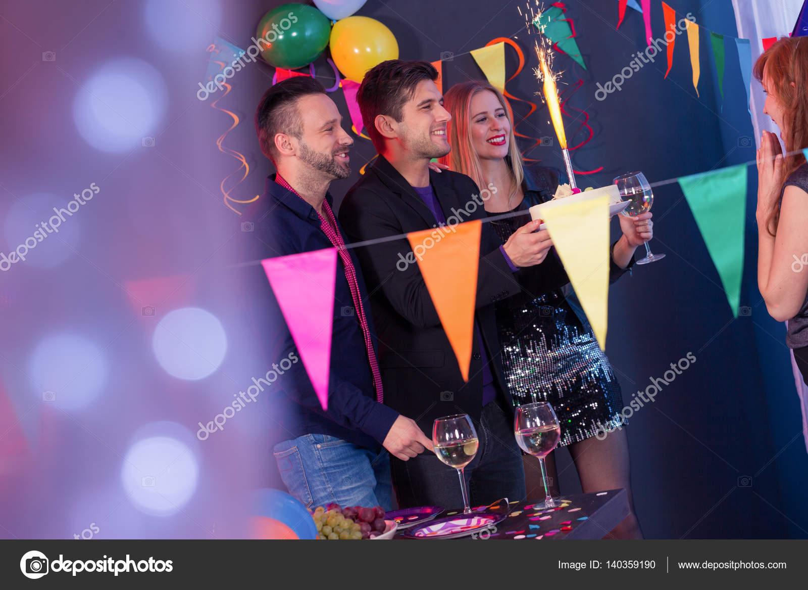 Pastel en una fiesta sorpresa — Foto de stock © photographee.eu ...