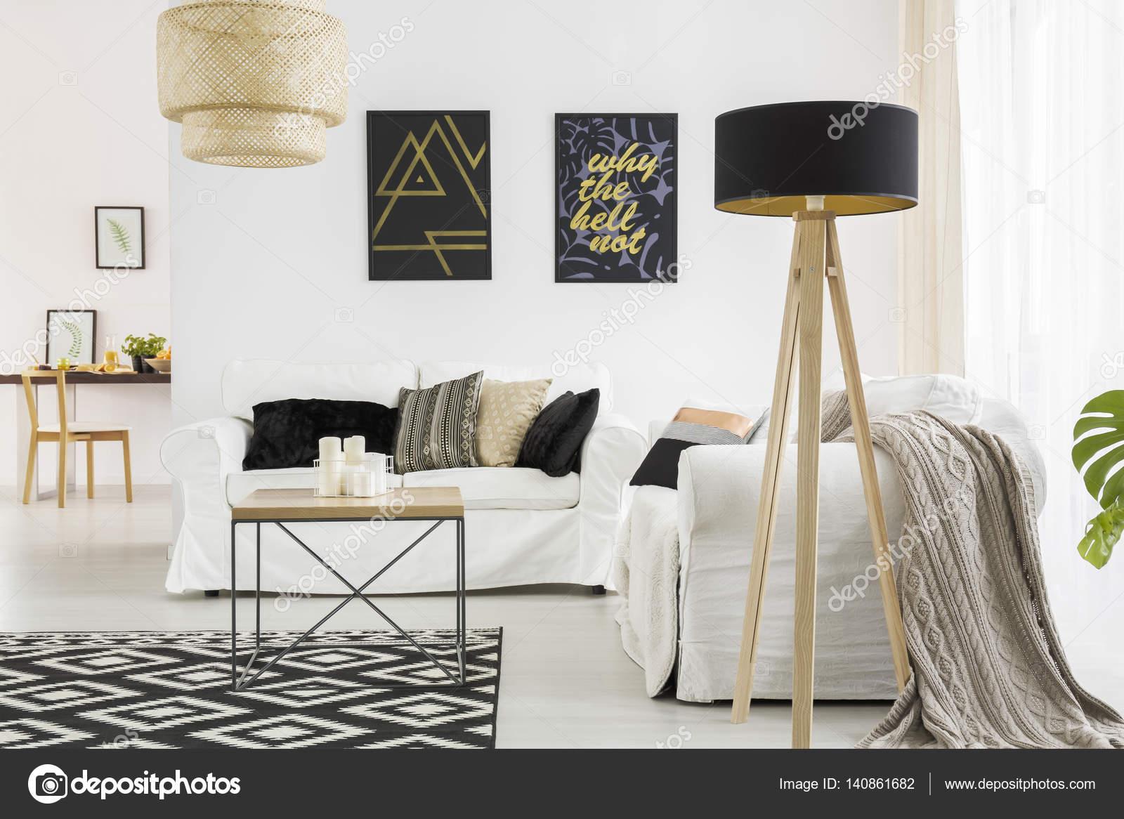 Lampen Voor Woonkamer : Woonkamer met zwarte lamp u stockfoto photographee eu