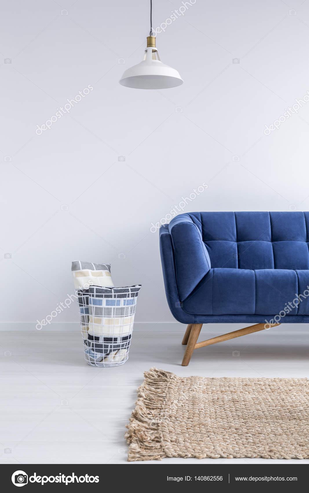 Minimalistische Zimmer Mit Sofa Stockfoto C Photographee Eu 140862556