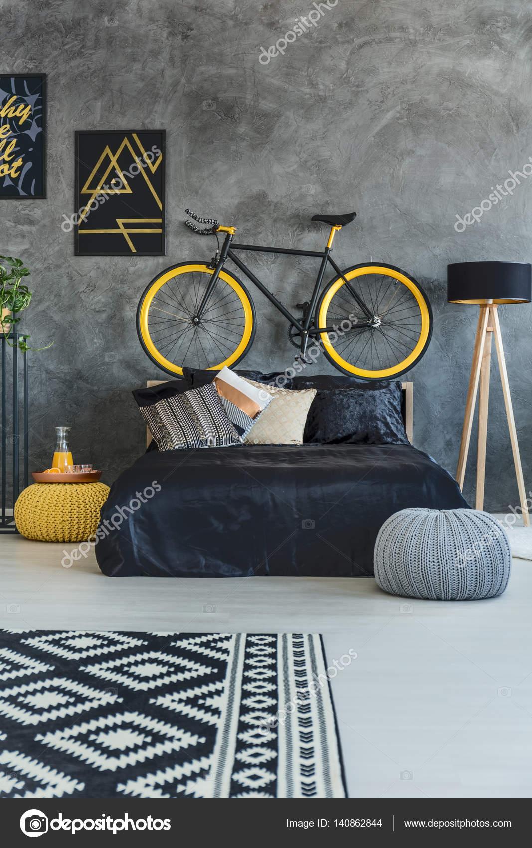 Μαύρο κρεβάτι Έφηβος