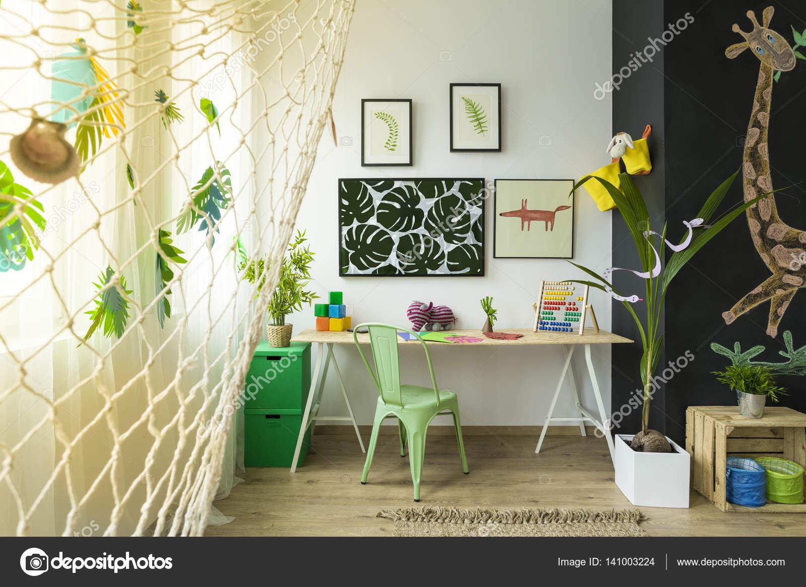 Pareti Lavagna Per Bambini : I bambini lo studio con scrivania u foto stock photographee eu