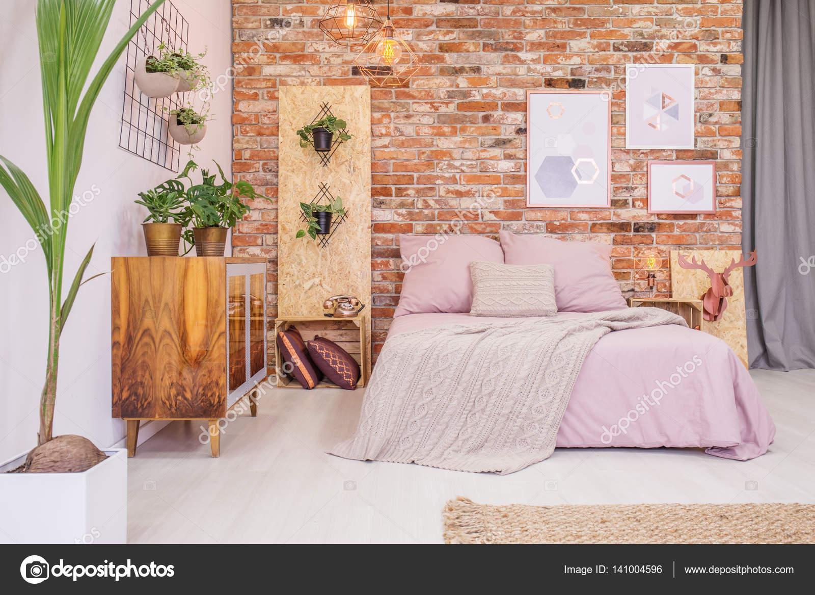 Pianta Camera Da Letto Matrimoniale : Camera da letto con piante verdi decorativi u foto stock