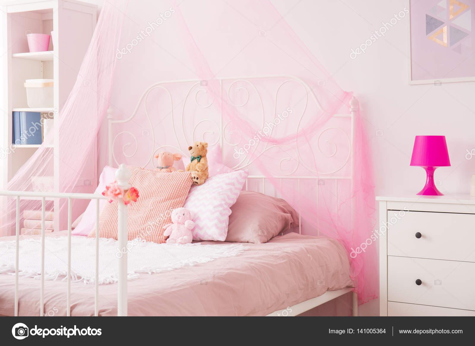 Perfecte meisje slaapkamer in roze u stockfoto photographee eu