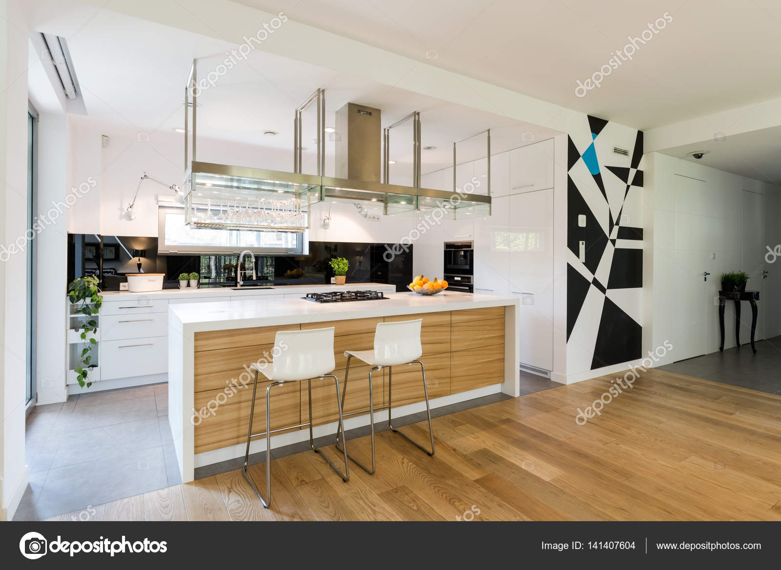 Kleine offene Küche mit Schränken — Stockfoto © photographee.eu ...