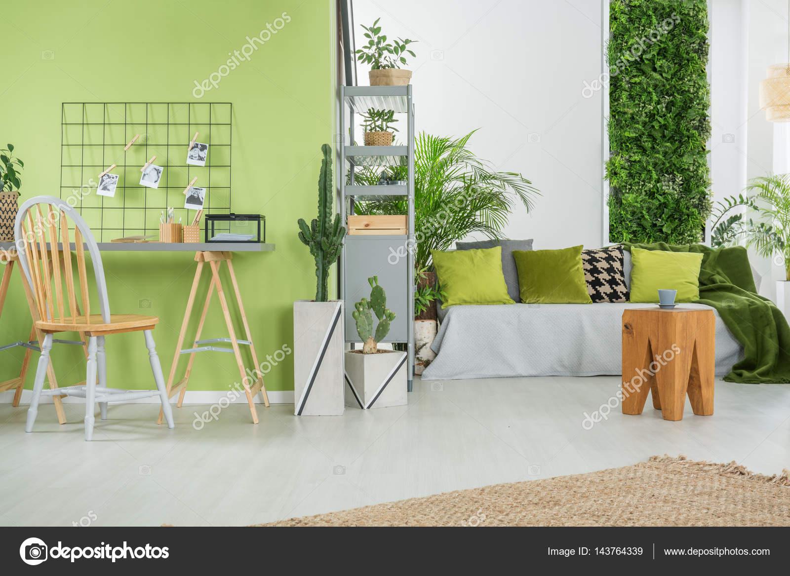Groen interieur met Bank — Stockfoto © photographee.eu #143764339
