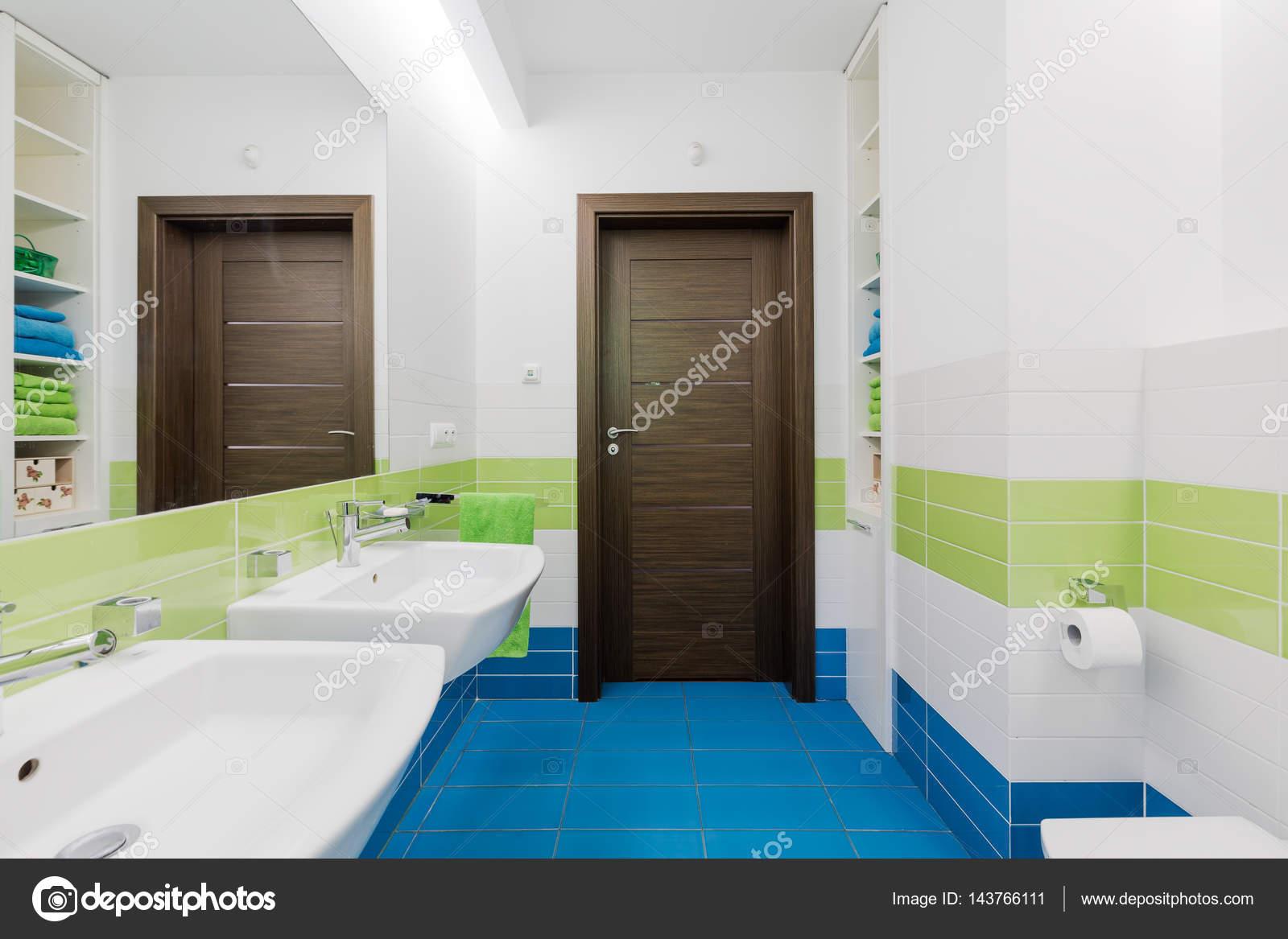Ispirazione bagno moderno blu e bianco turchese