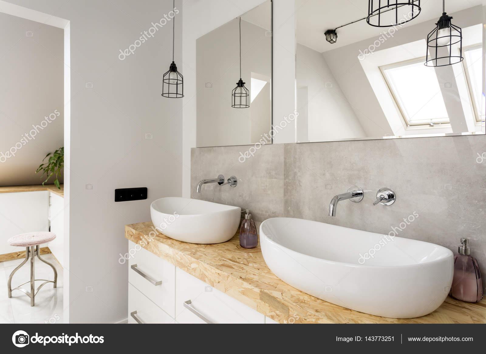 Minimalistyczna łazienka Z Dwoma Umywalkami Zdjęcie