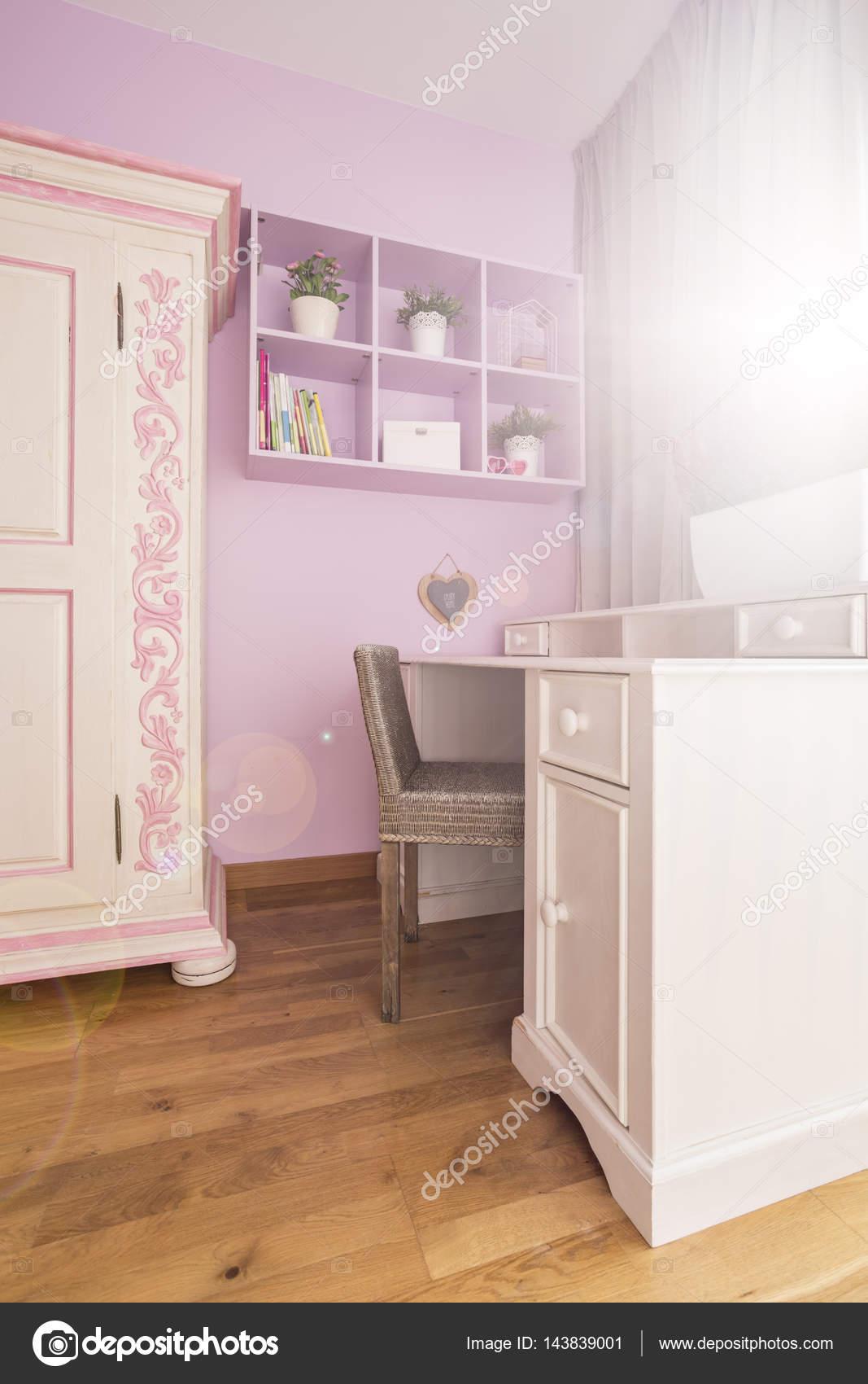 Chambre blanche et rose — Photographie photographee.eu © #143839001