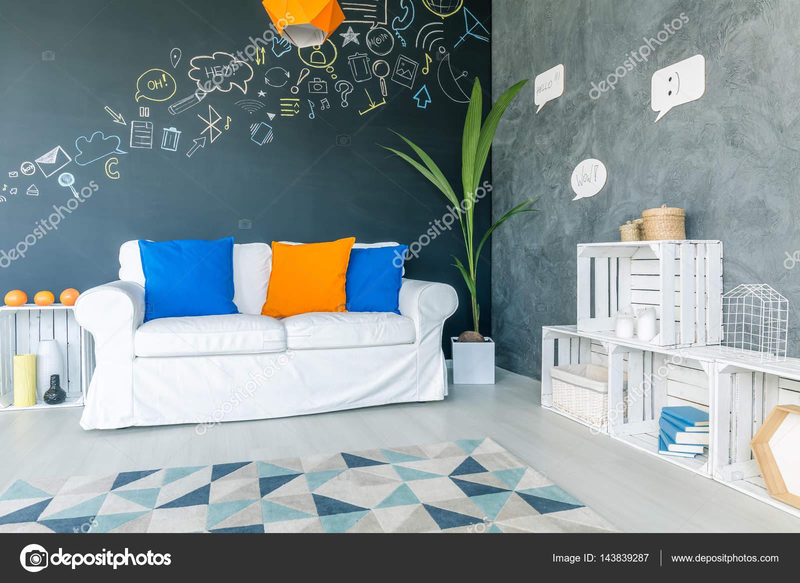 Modernes Zimmer mit weißen Möbeln — Stockfoto © photographee.eu ...