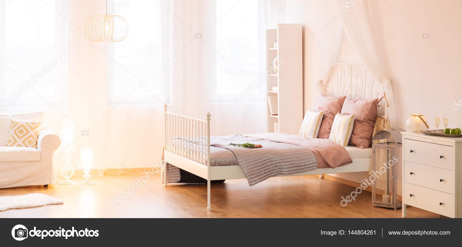 Camere Da Letto Con Letto A Baldacchino : Elegante camera da letto con letto a baldacchino u2014 foto stock