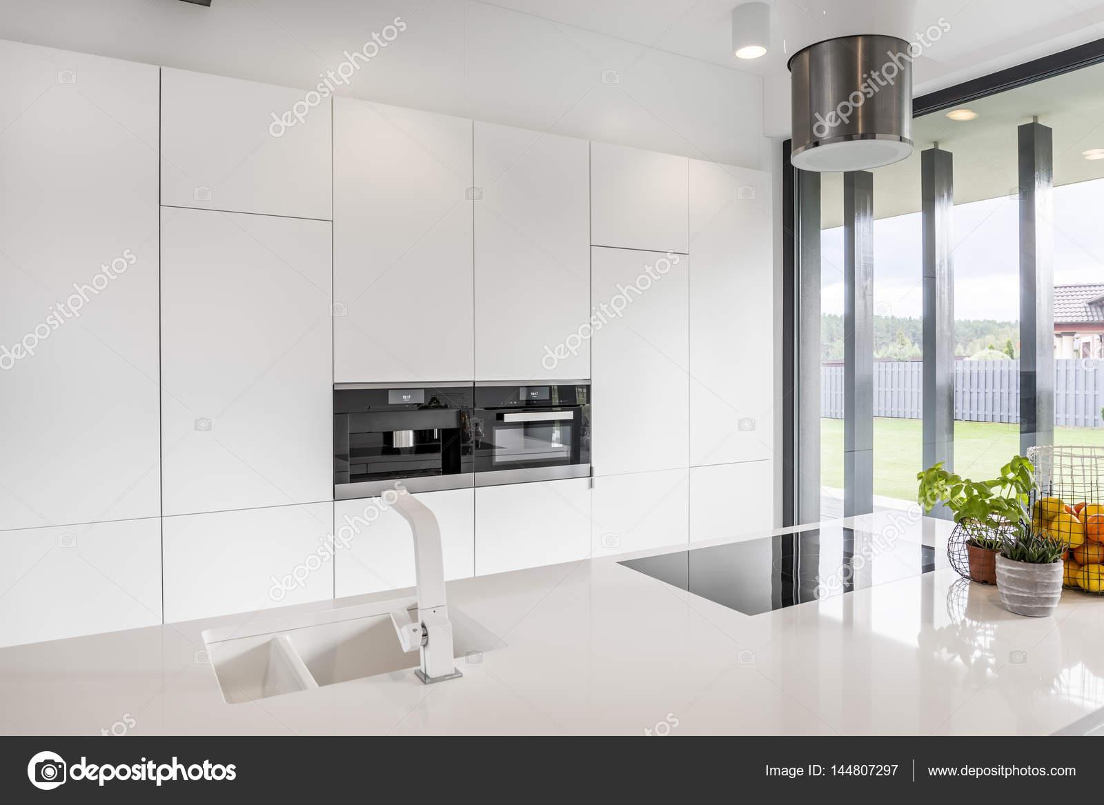 Minimalistische Küche Interieur — Stockfoto © photographee.eu #144807297
