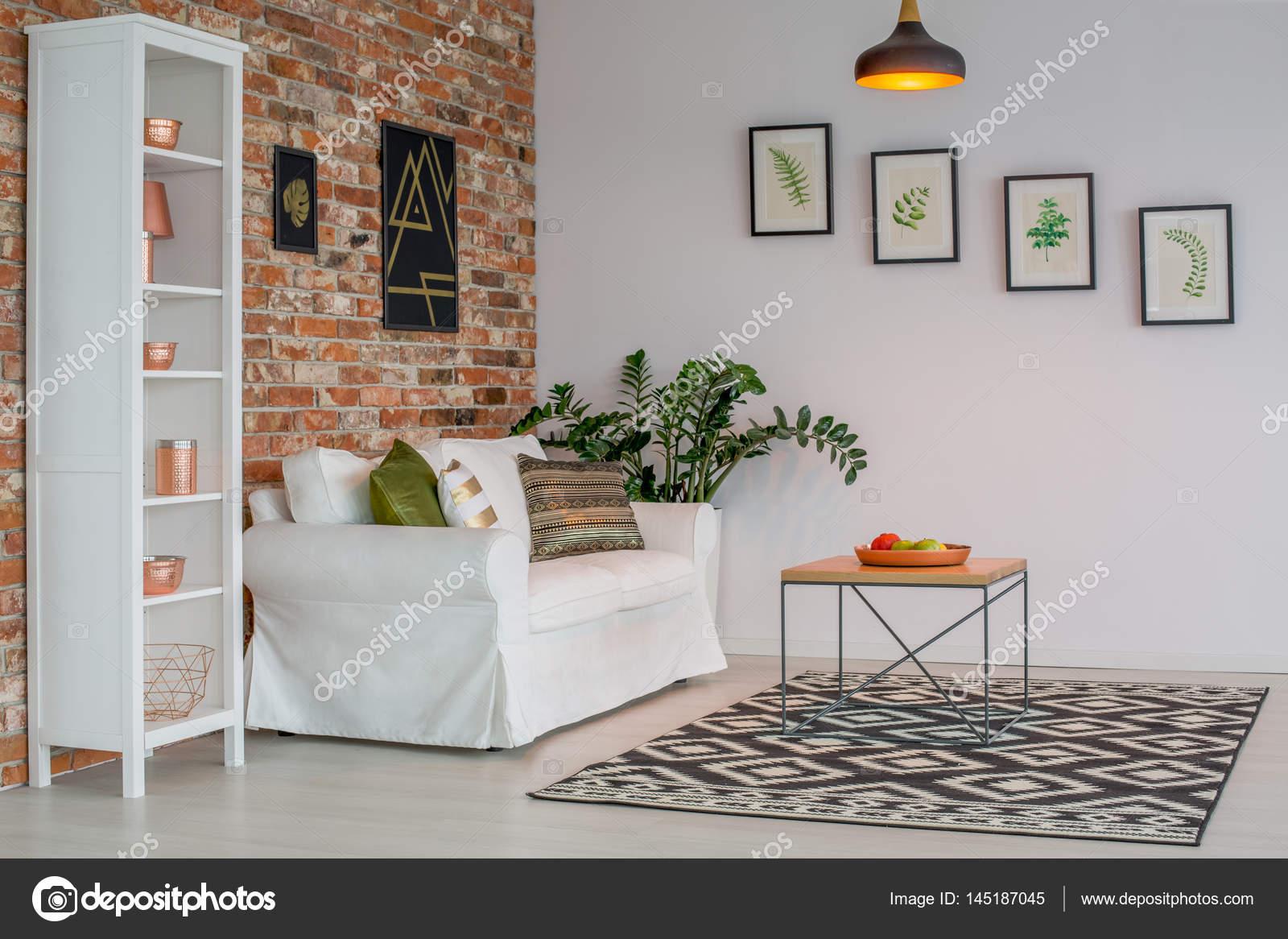 Woonkamer met bakstenen muur — Stockfoto © photographee.eu #145187045
