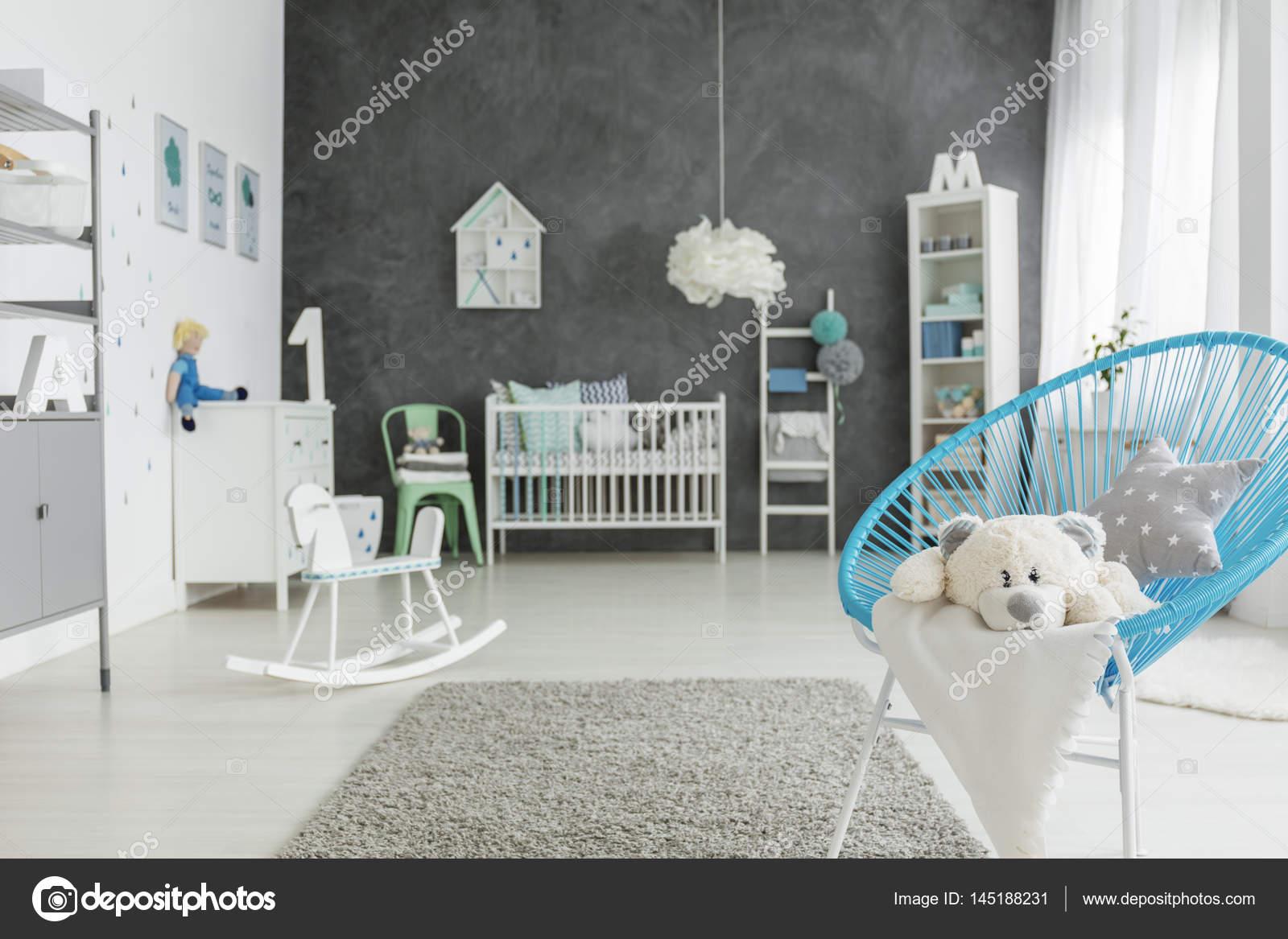 Kind kamer met blauwe stoel u stockfoto photographee eu