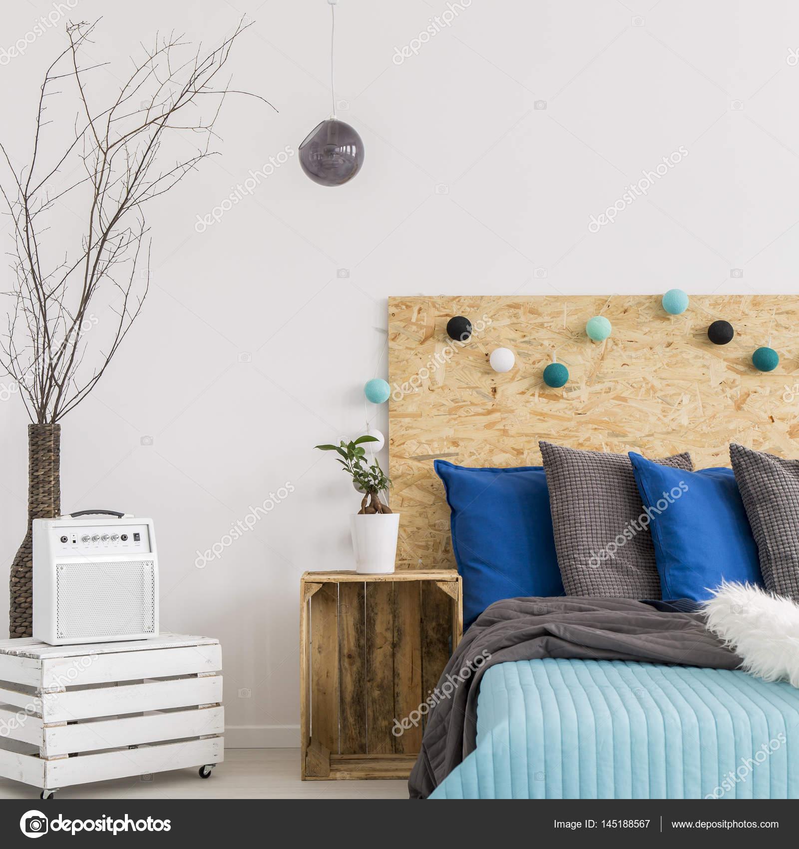 Dormitorio Con Muebles Hechos A Mano Madera Foto De Stock  # Muebles Hechos A Mano
