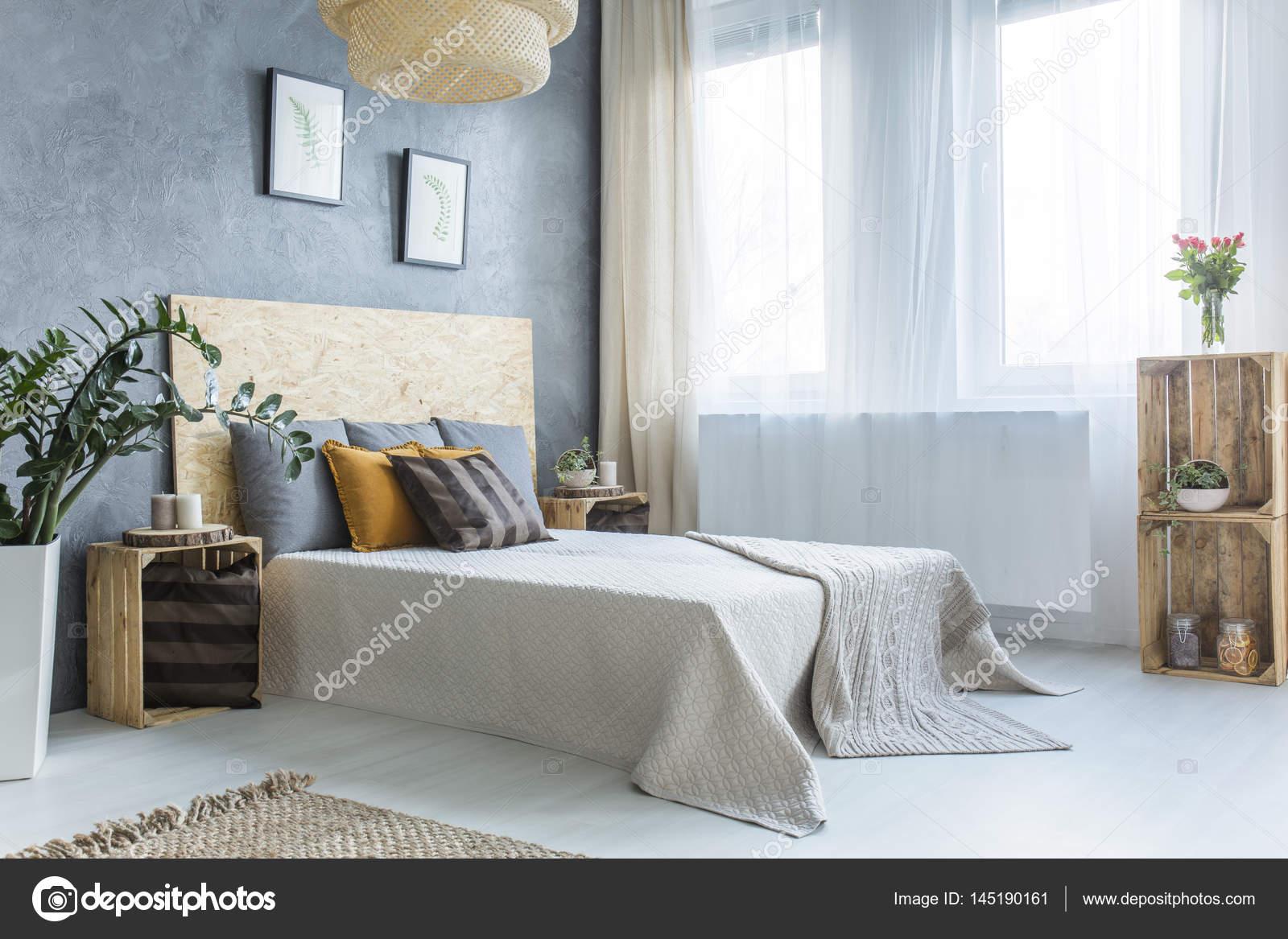 Grijze Slaapkamer Meubels : Grijze slaapkamer met bed u stockfoto photographee eu