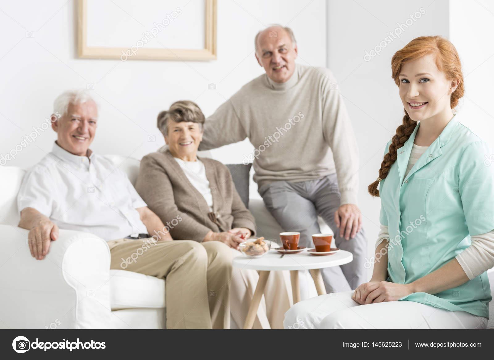 Воспитатель в доме престарелых сиделка для лежачих больных на дому