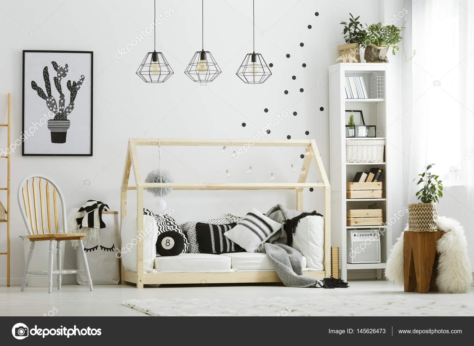 Planten Slaapkamer Baby : Baby slaapkamer in scandinavische stijl u stockfoto photographee