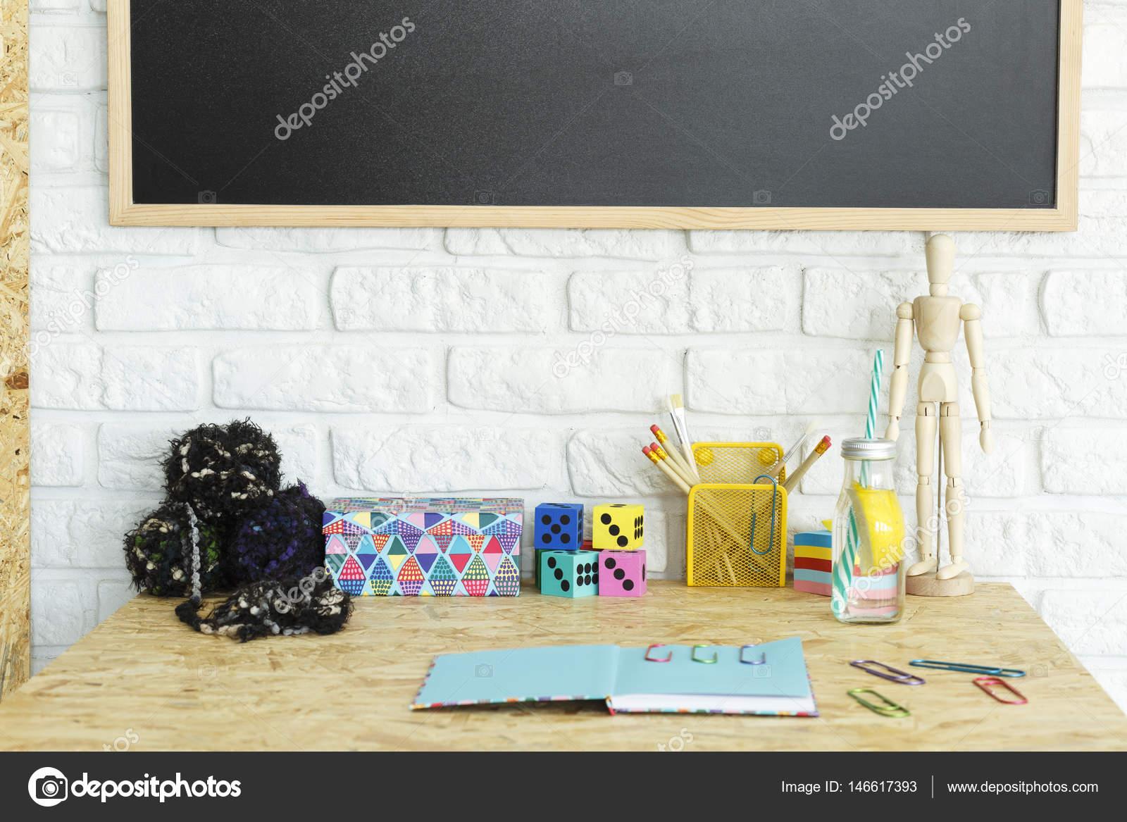 Accessori da scrivania colorata u foto stock photographee eu