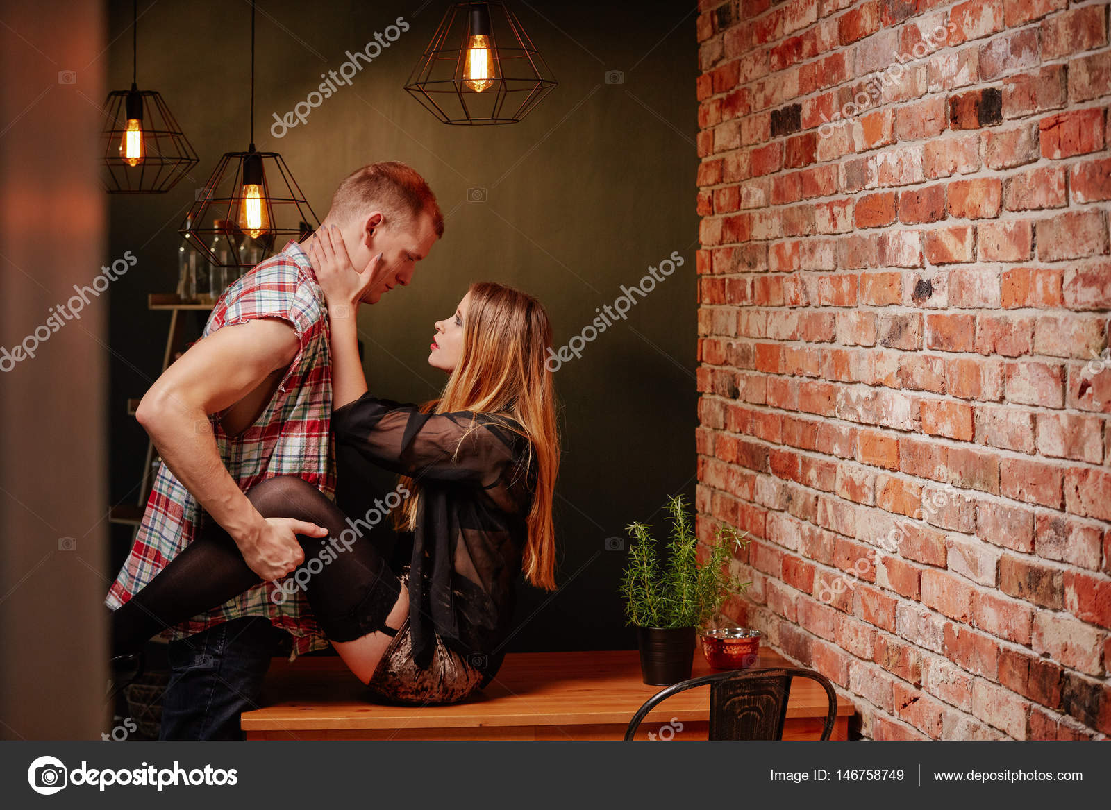 Paar seks op tafel — Stockfoto © photographee.eu #146758749