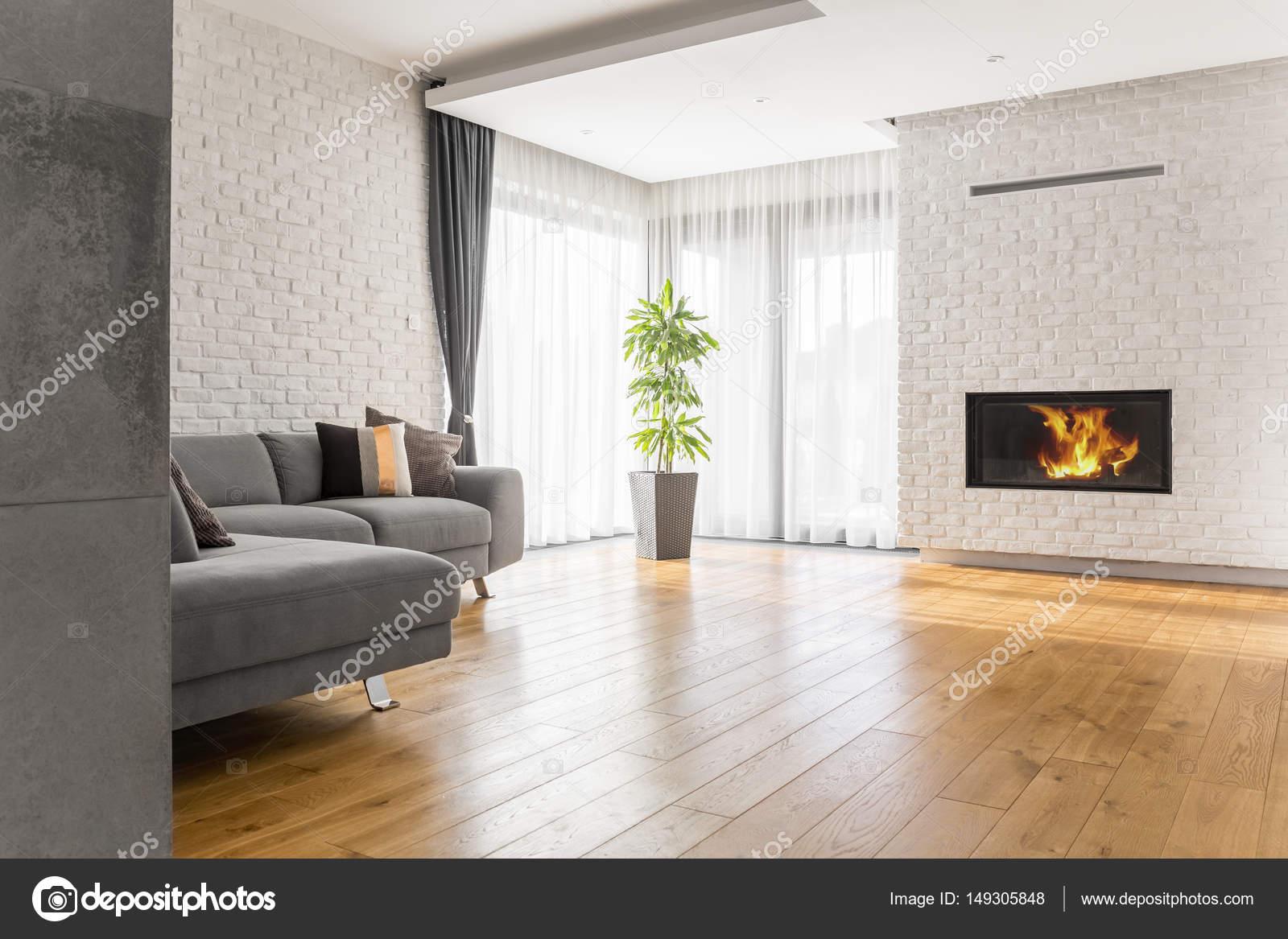Woonkamer met houten vloeren — Stockfoto © photographee.eu #149305848