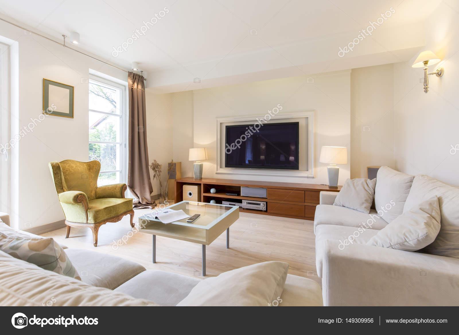 Comfortabele woonkamer met Tv — Stockfoto © photographee.eu #149309956