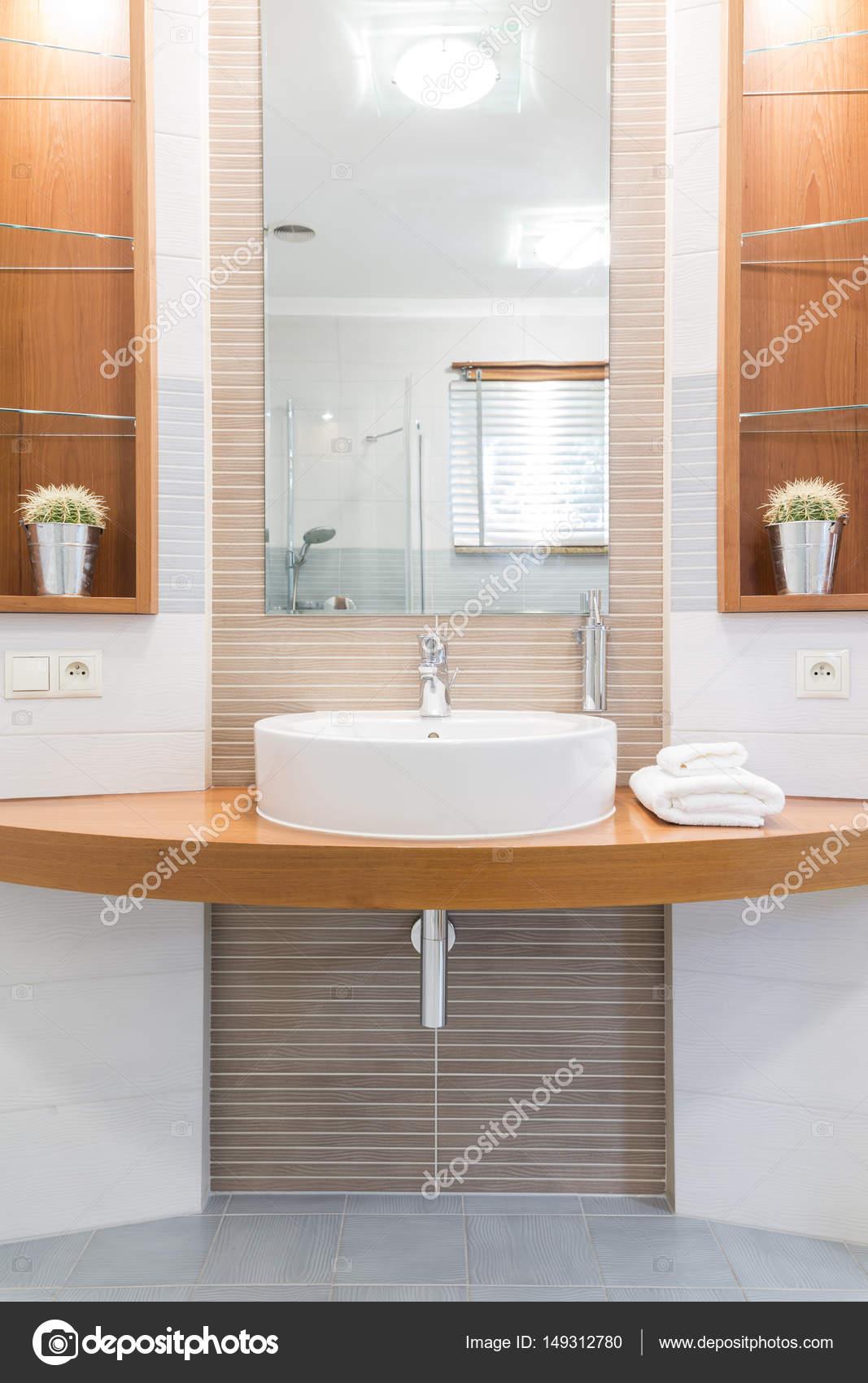 Lavabo Salle De Bain Ovale ~ lavabo ovale dans une salle de bains moderne photographie