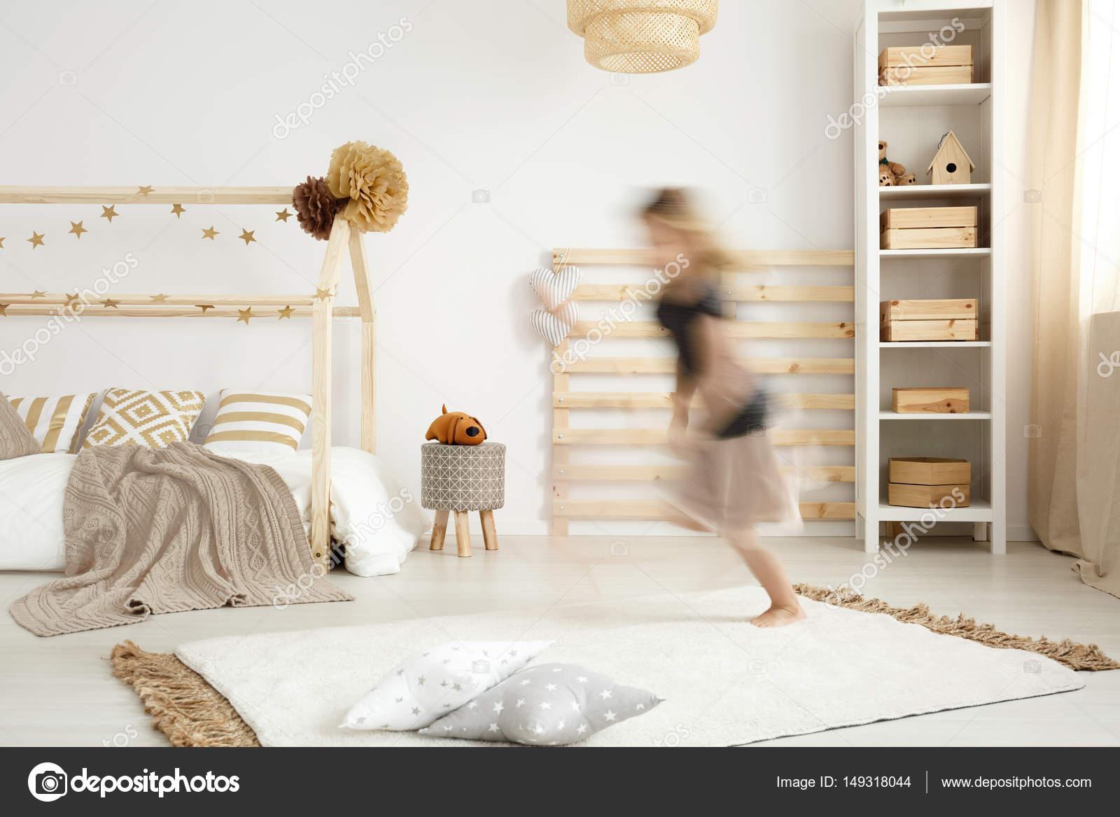 scandinavische stijl slaapkamer stockfoto