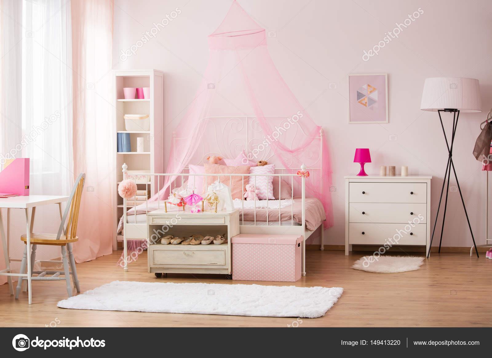 Camera Con Decorazioni Rosa U2014 Foto Stock