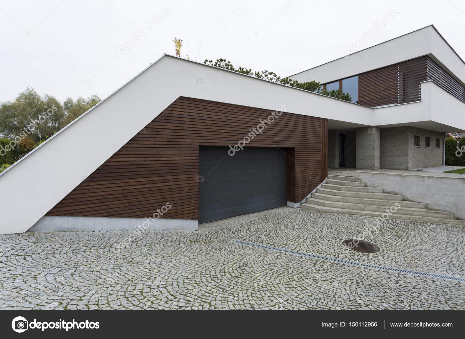 Esterno Di Una Casa : Esterno di una casa moderna u foto stock photographee eu