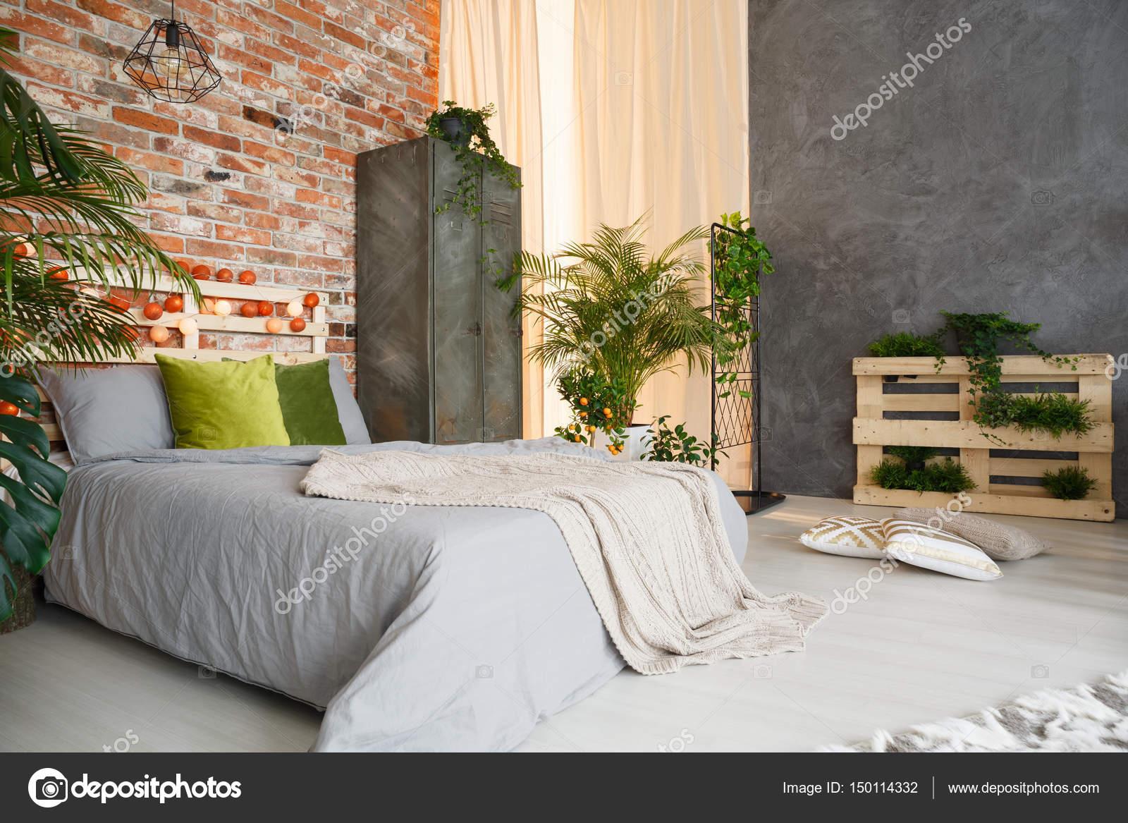 Slaapkamer ingericht met planten — Stockfoto © photographee.eu ...