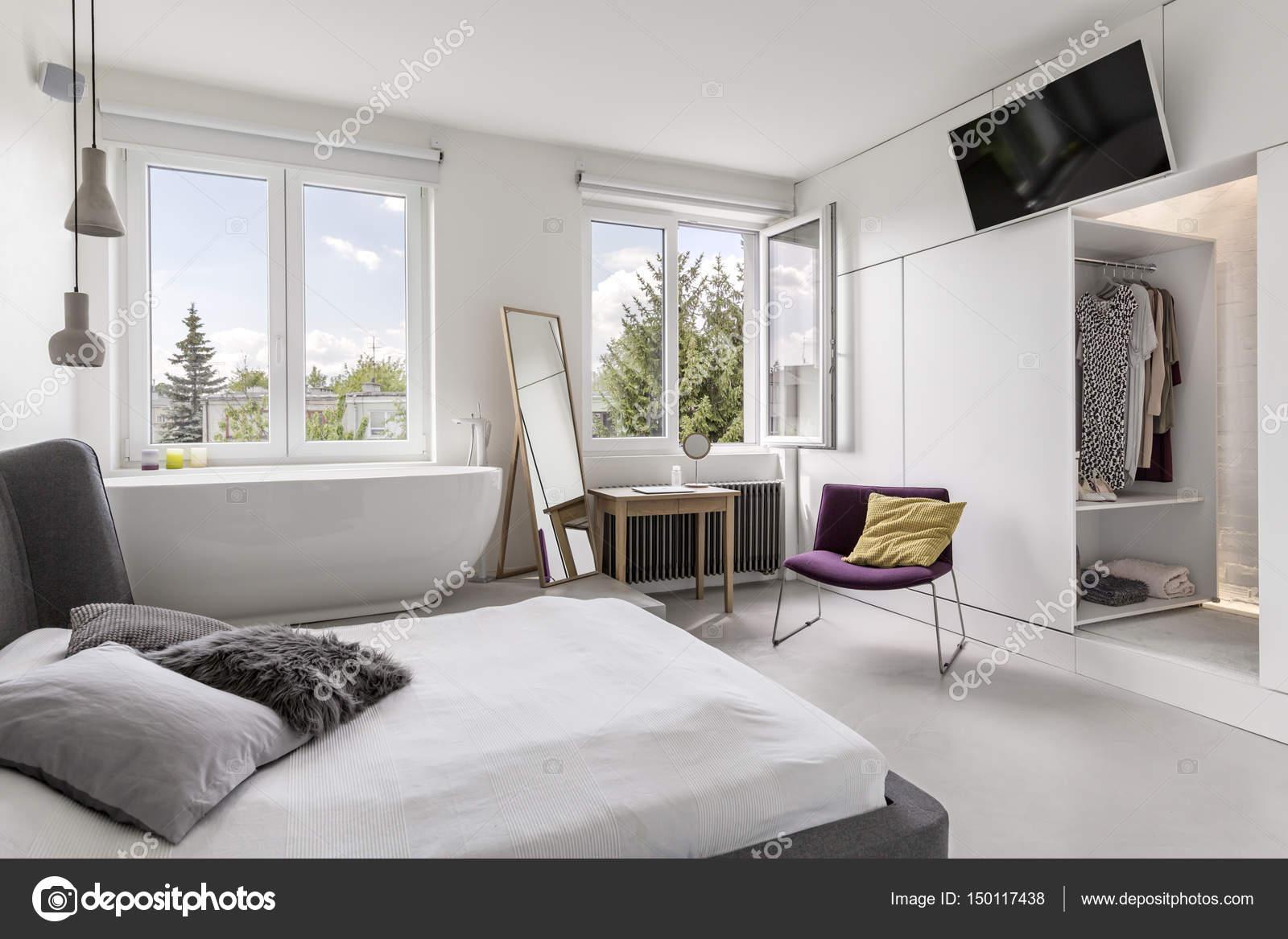 Camera da letto moderna multifunzionale con bagno — Foto Stock ...
