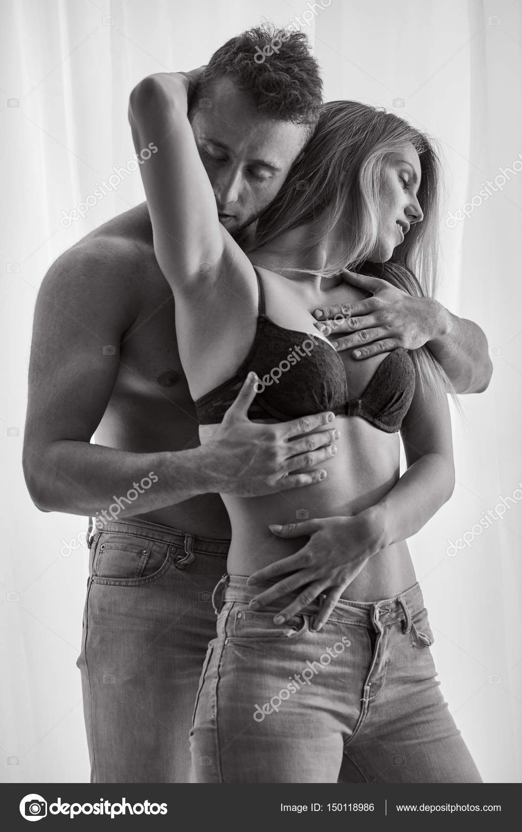 Hi woman do not let your boyfriend squeeze your breasts steemit